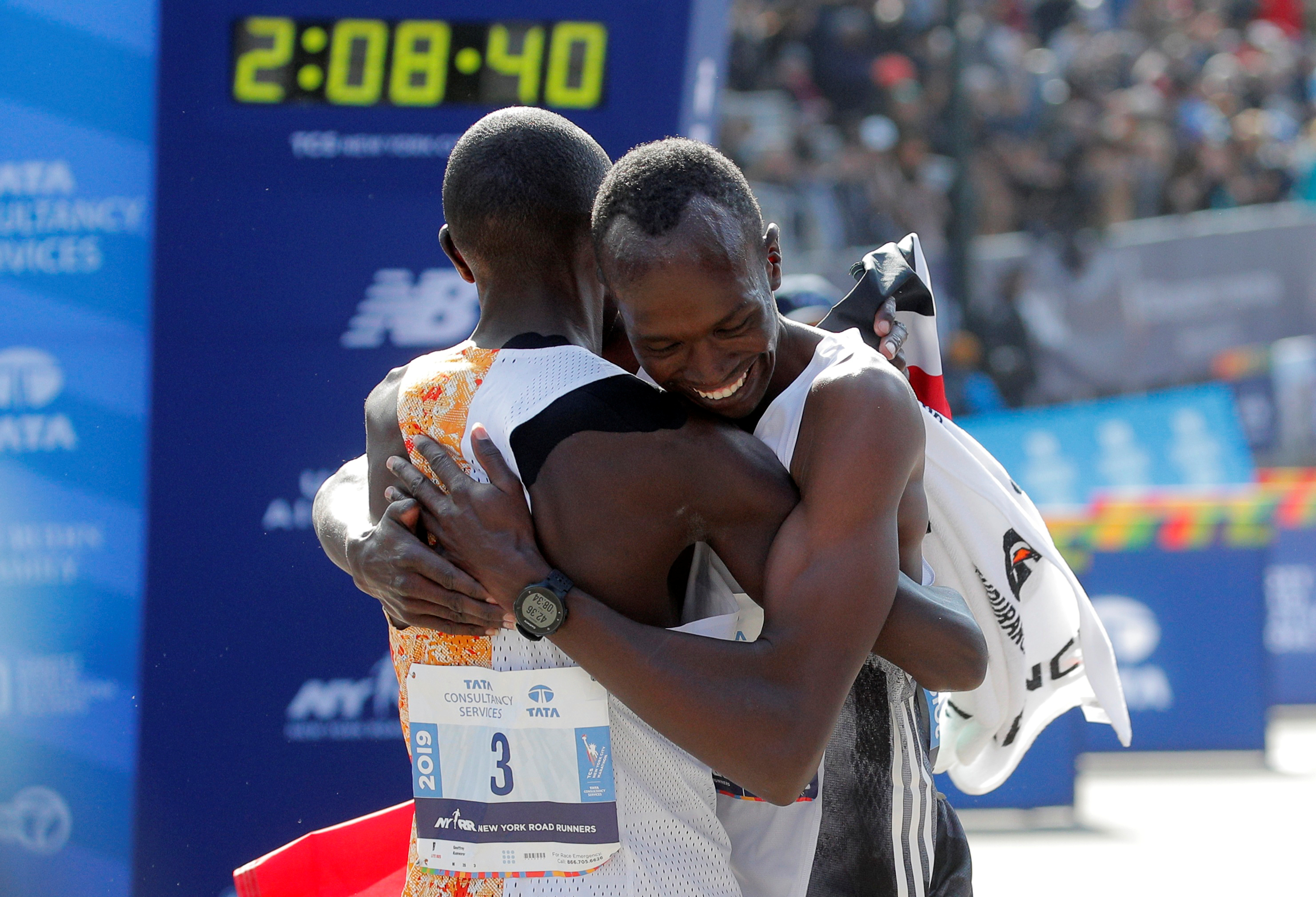 El abrazo de los dos kenianos más rápidos de Nueva York