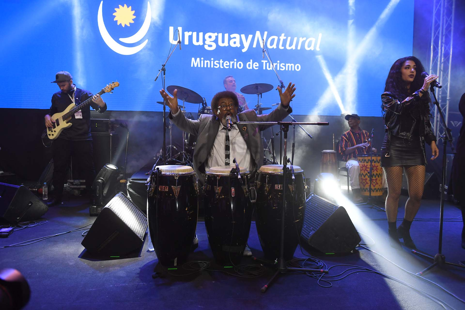 El artista uruguayo Ruben Rada y la cantante mexicana Julieta Venegas fueron dos de las atracciones que ofreció Uruguay durante la presentación de la temporada 2019-2020