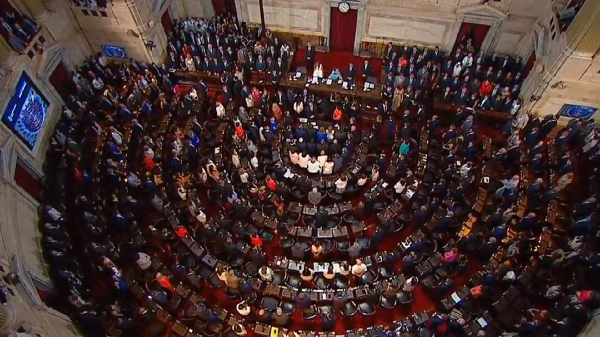 Imagen cenital del recinto de la Cámara de Diputados minutos antes de la jura de Alberto Fernández y Cristina Kirchner