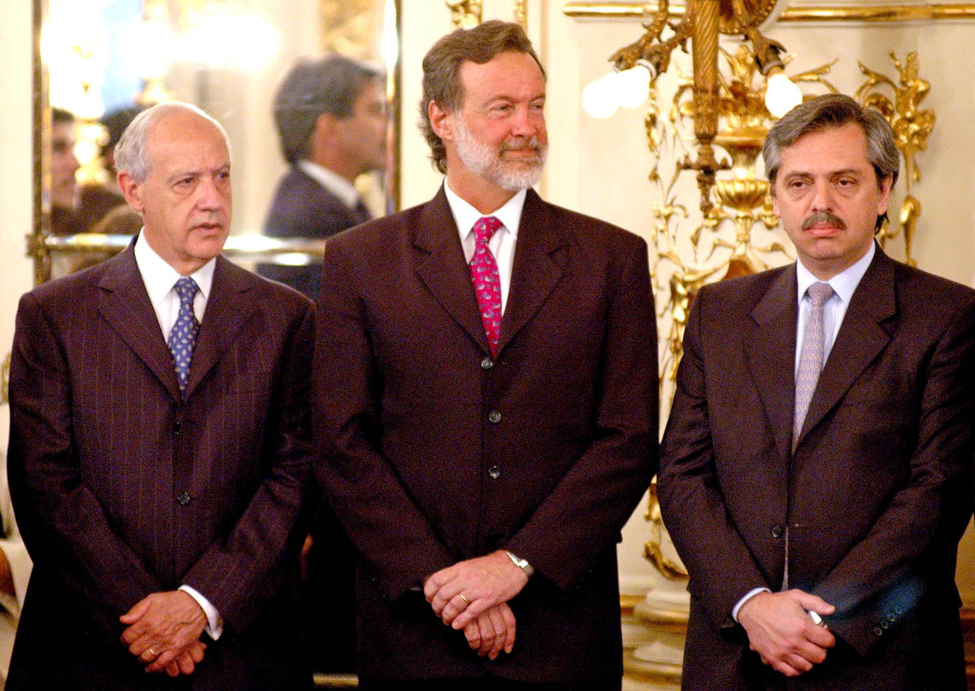 Compartió gabinete con Roberto Lavagana, quien estuvo al frente del Ministerio de Economía y Producción durante los dos primeros años de la presidencia de Néstor Kirchner, hasta su renuncia en noviembre de 2005. No tuvo una relación particularmente buena entonces. En la foto, también Rafael Bielsa, por entonces canciller.