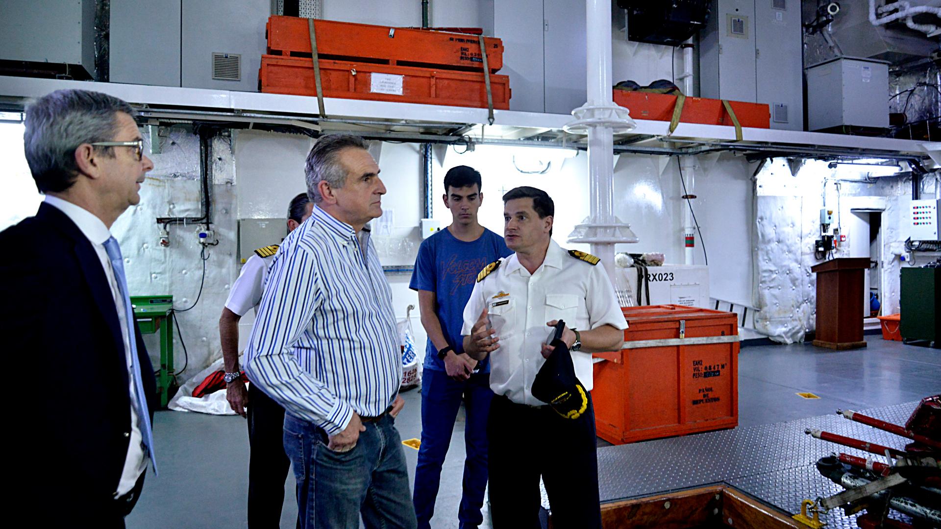El ministro de Defensa, Agustín Rossi, acompañó a la tripulación en parte de su travesía