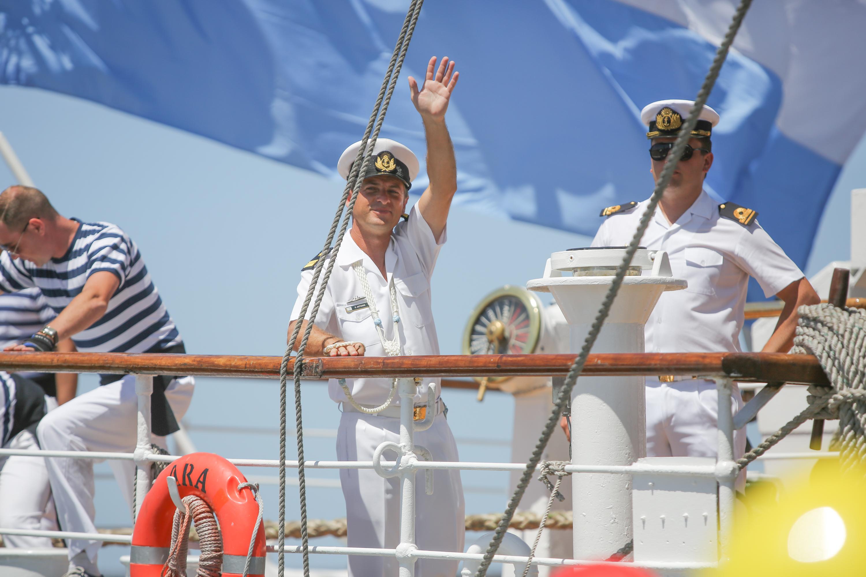 En más de treinta y cinco viajes de instrucción que ha realizado, visitó 58 países y más de 400 puertos extranjeros