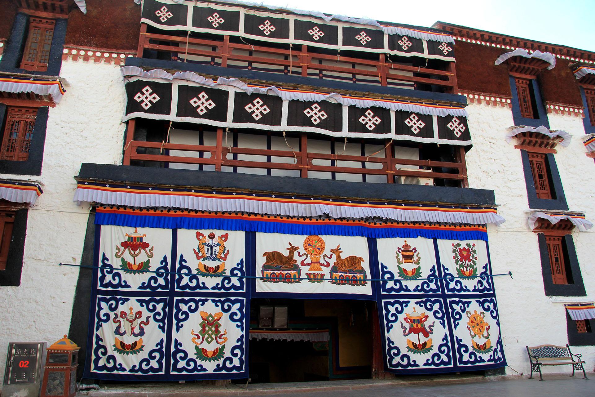 A comienzos del siglo XX alcanzó sus dimensiones actuales gracias a la reforma efectuada por el decimotercer Dalái Lama