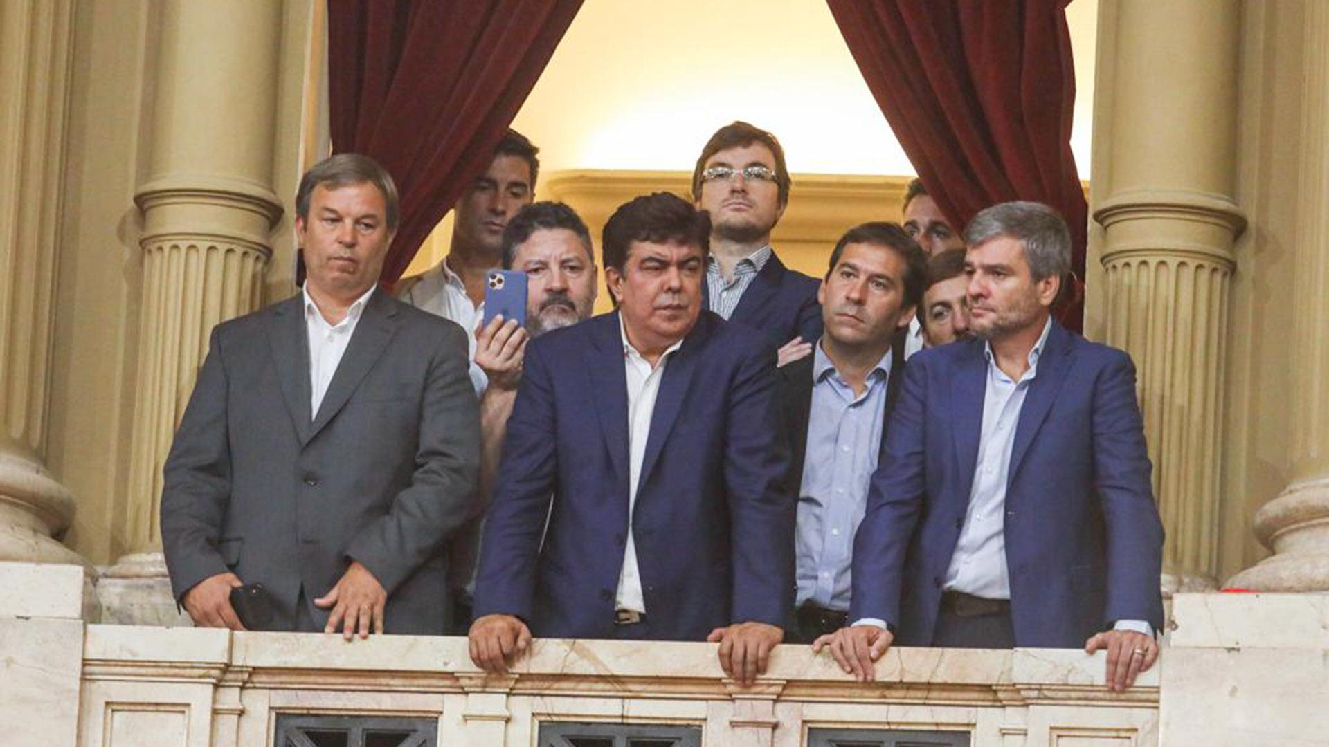 Mariano Cascallares, Fernando Espinoza, Gustavo Menéndez y Juan Zabaleta encabezan el palco de los intendentes bonaerenses