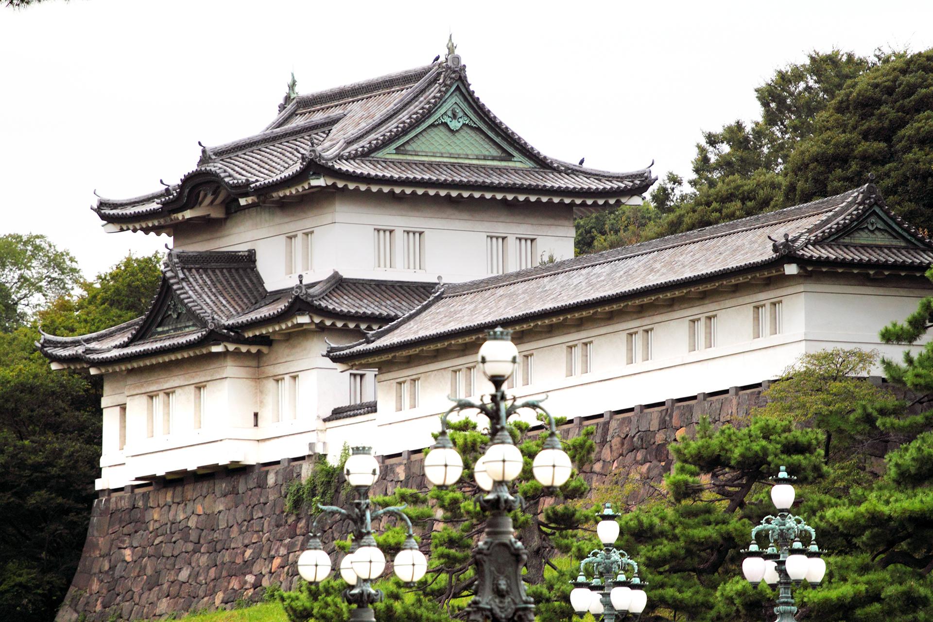 Corredores, ciclistas, parejas y familias frecuentan los terrenos del palacio. También hay visitas guiadas por los jardines, y la colección de arte imperial se puede ver de forma gratuita