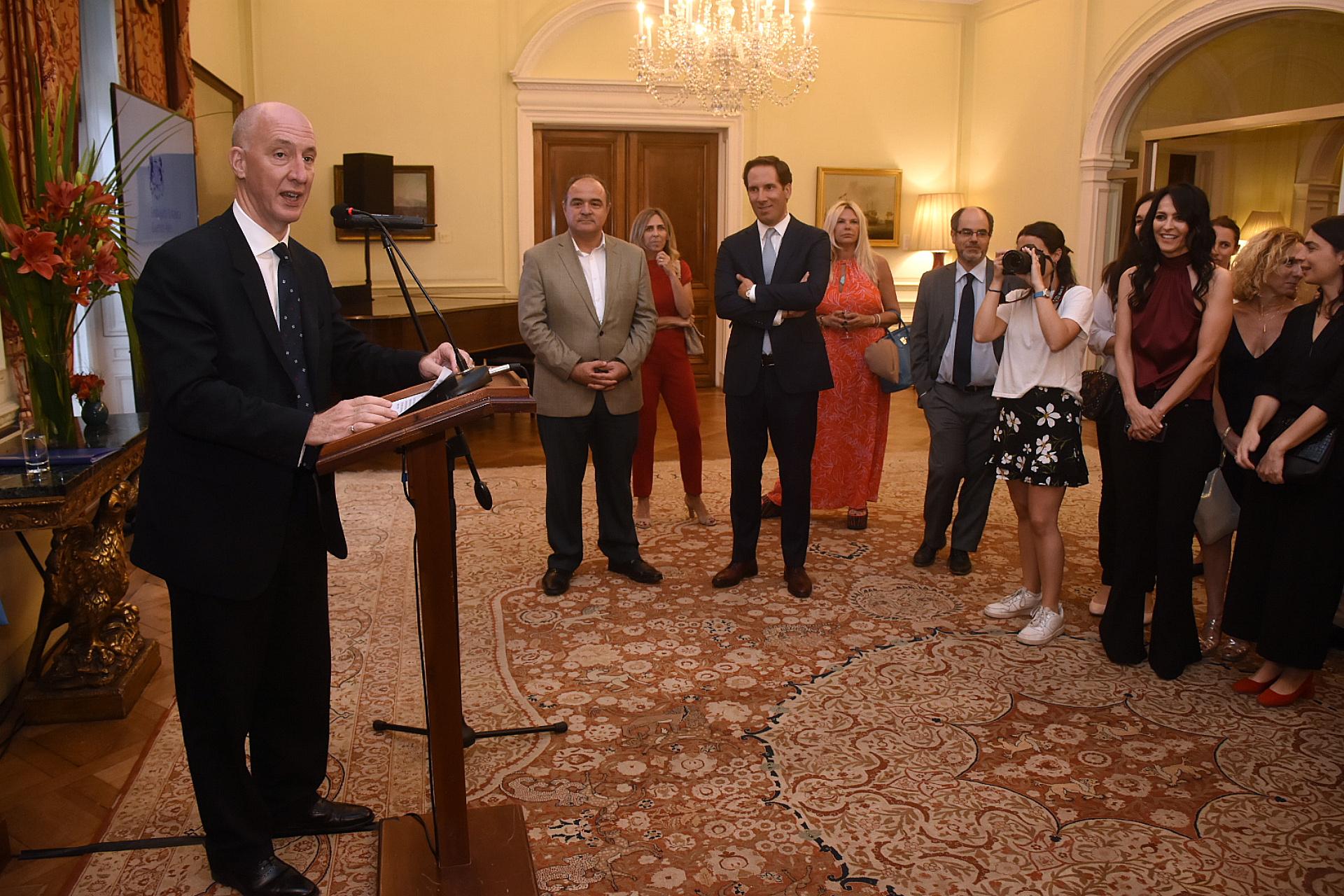 El embajador británico Mark Kent abrió las puertas de su Residencia para la presentación de Infinity Hill, la productora con sedes en Los Ángeles, Londres y Buenos Aires de Cindy Teperman, Axel Kuschevatzky y Phin Glynn