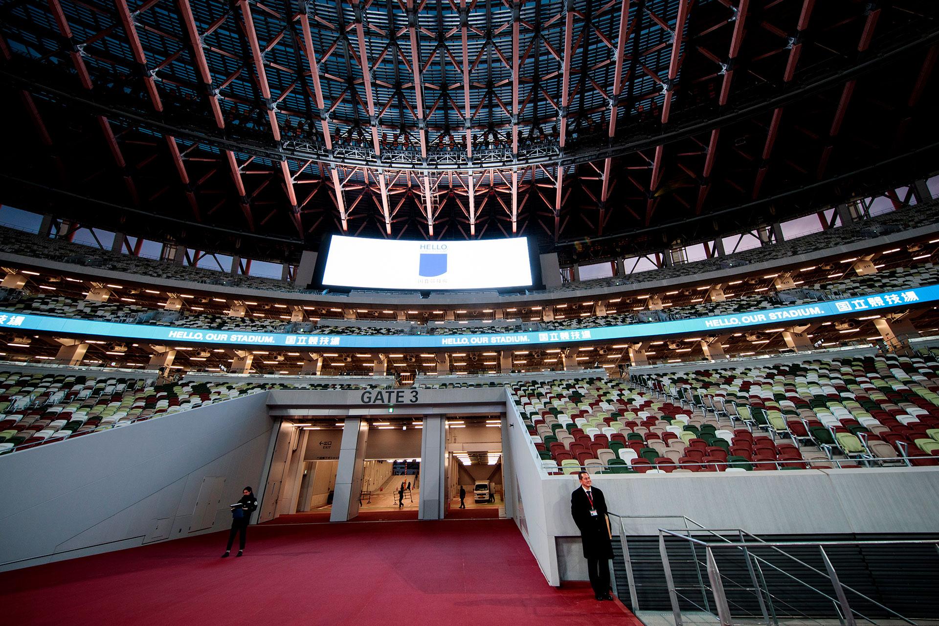 Construido en el emplazamiento del antiguo estadio nacional levantado para los Juegos de 1964, este estadio de 60.000 asientos, diseñado por el famoso arquitecto japonés Kengo Kuma, se inspira en técnicas tradicionales, especialmente un uso importante de la madera