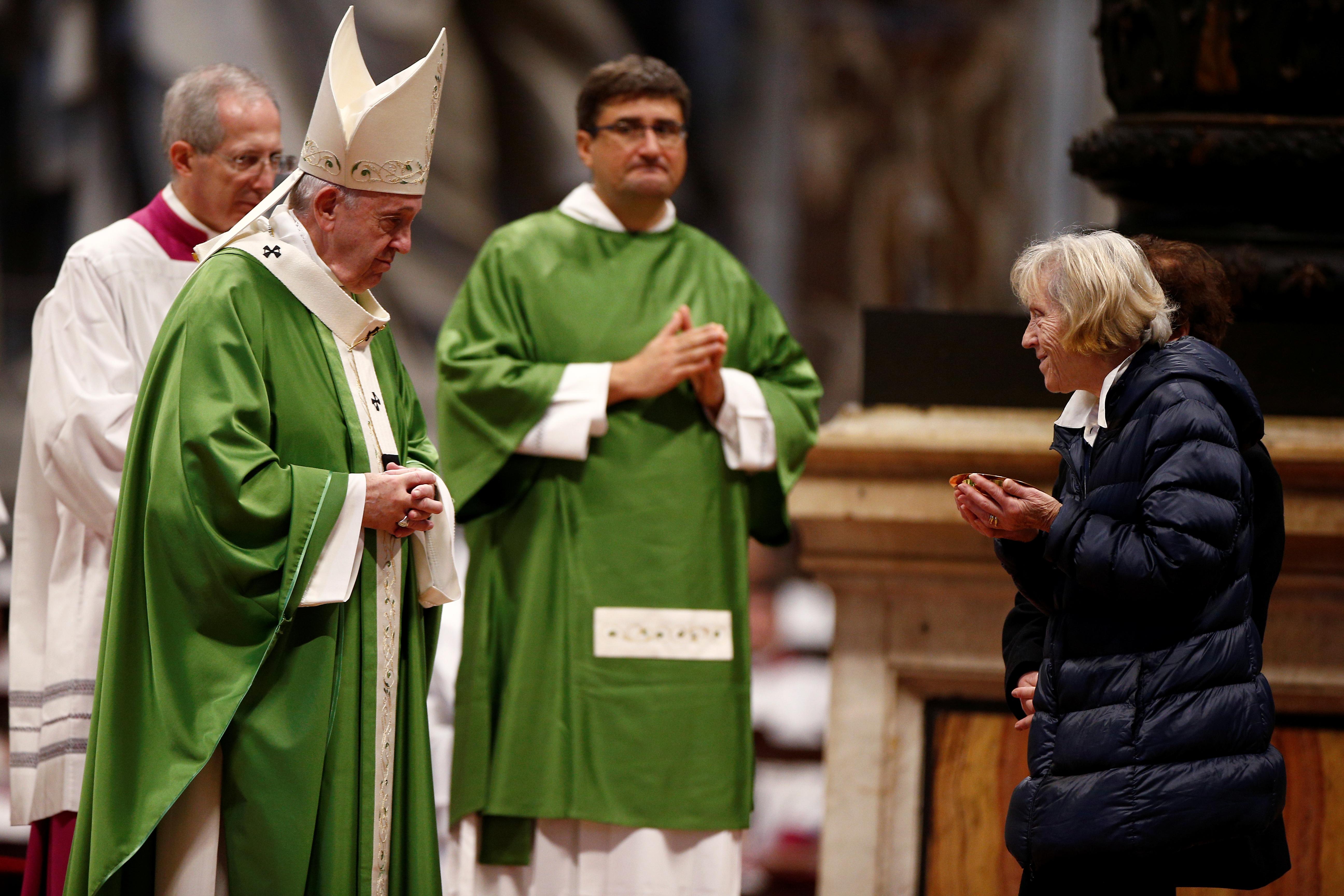Antes de la comida, el Papa ofició la misa previa