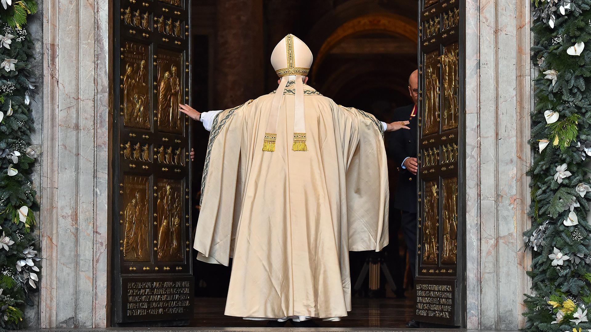 Francisco abre las puertas de la Igleia
