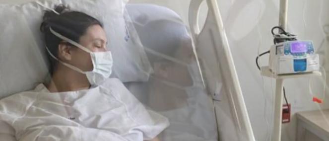 La mujer que dio a luz tiene 32 años y a sus 38 semanas de embarazo se le realizó una cesárea para evitar complicaciones Foto: (captura de pantalla Noticieros Televisa)