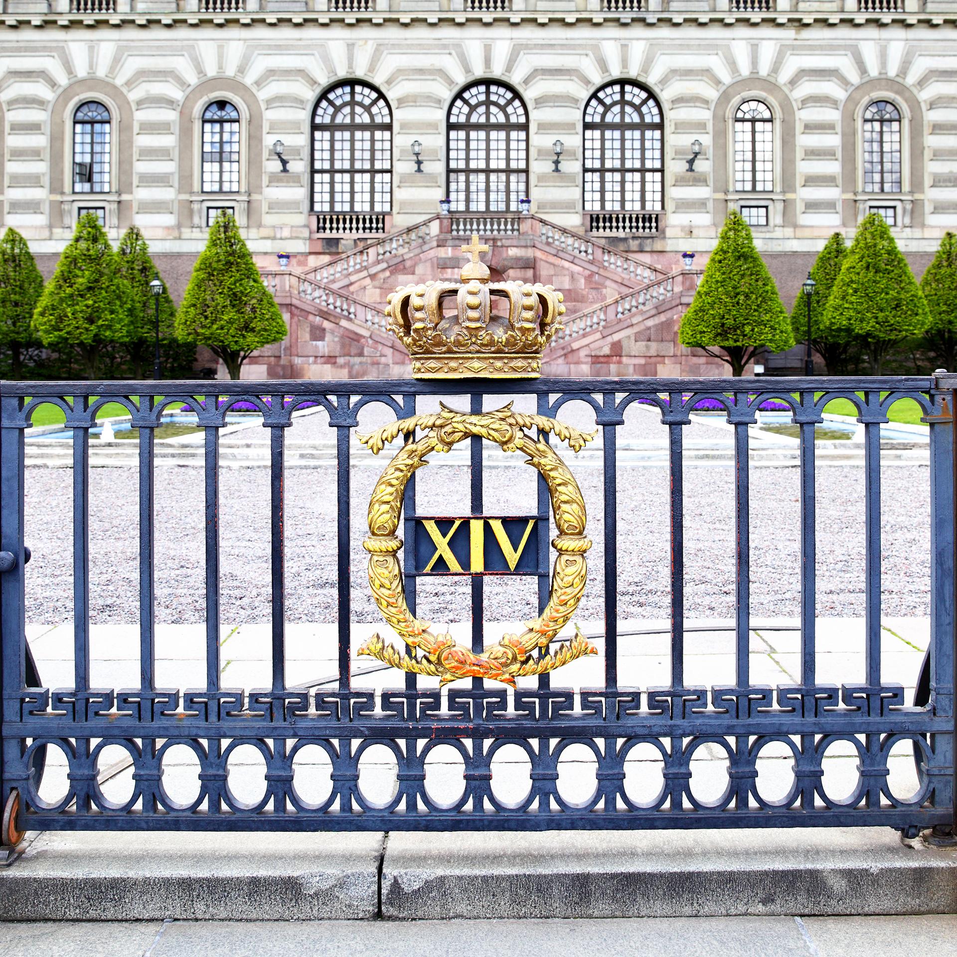 El palacio de Estocolmo es la residencia oficial y el mayor de los palacios de la monarquía sueca. Aunque la residencia privada de la familia real es el palacio de Drottningholm