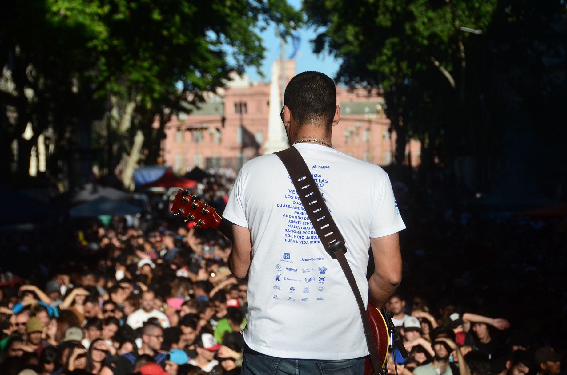 El punto de inicio fue en Plaza de Mayo (Av. De Mayo y Bolívar) hasta Callao y Av. Córdoba, por el escenario móvil pasaron más de una docena de bandas que llevaron todo el rock por las calles del centro de Buenos Aires