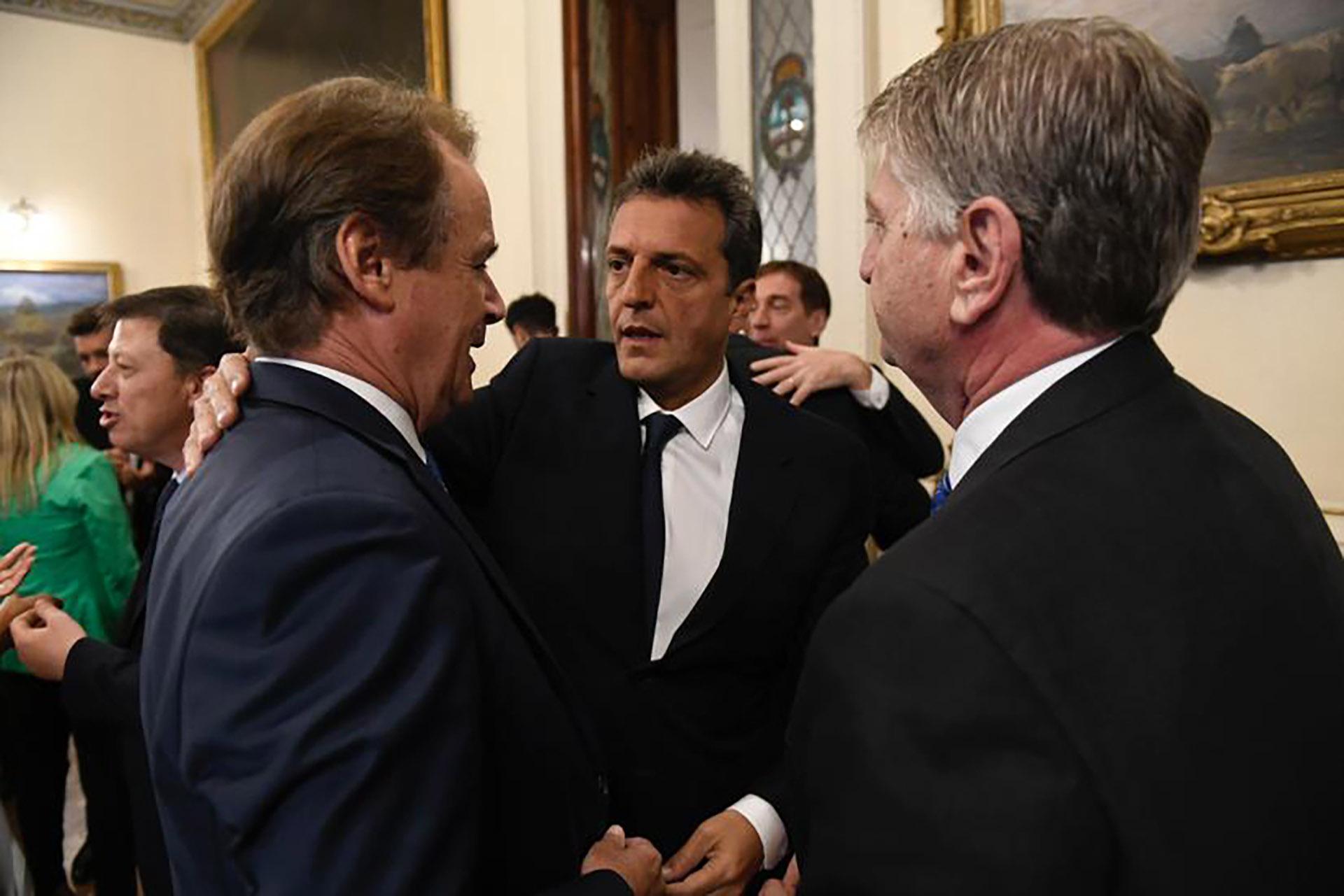 Sergio Massa junto al gobernador de Entre Ríos, Gustavo Bordet, y el de La Pampa, Sergio Ziliotto