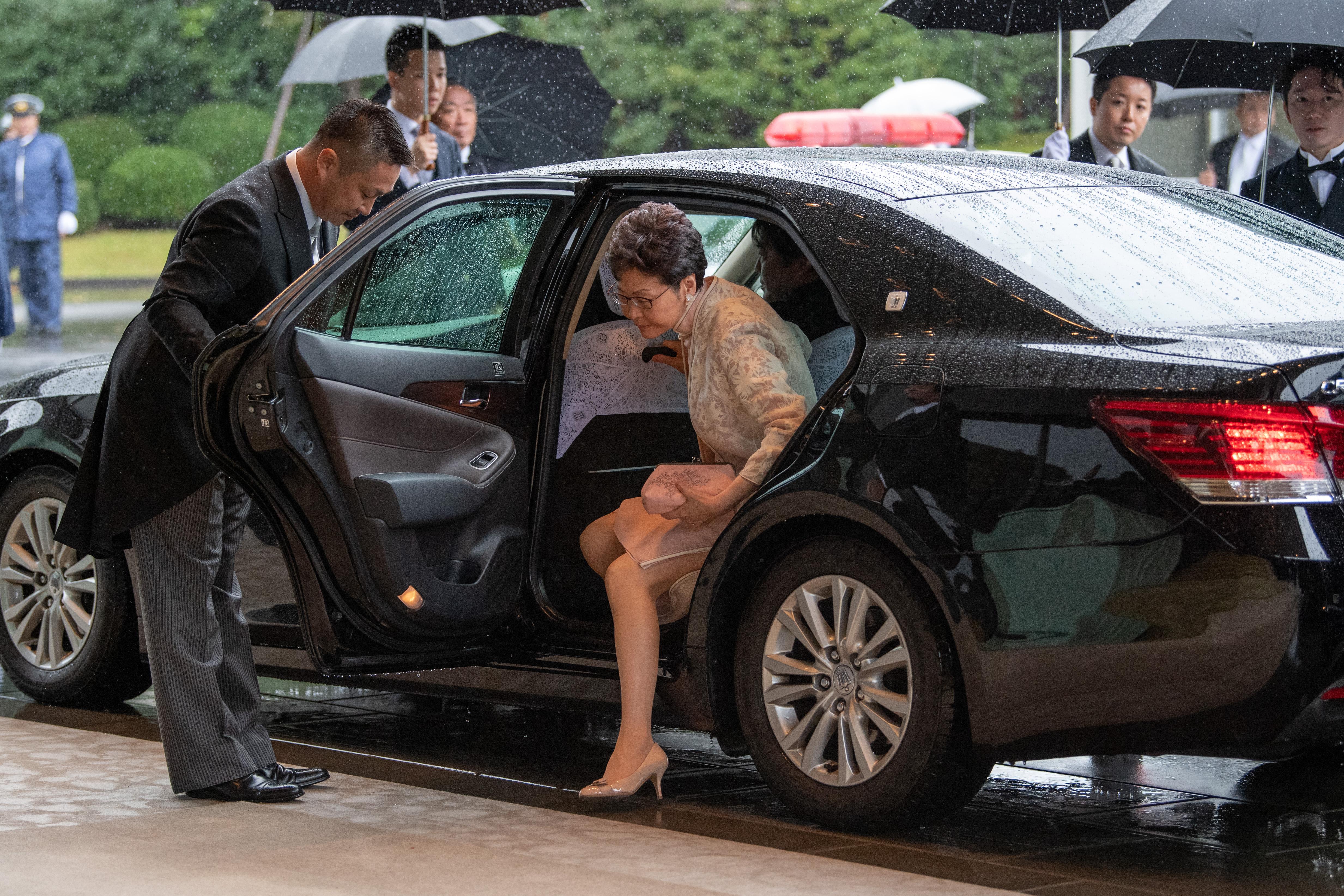 El presidente ejecutivo de Hong Kong, Carrie Lam, llega al Palacio Imperial (AFP)
