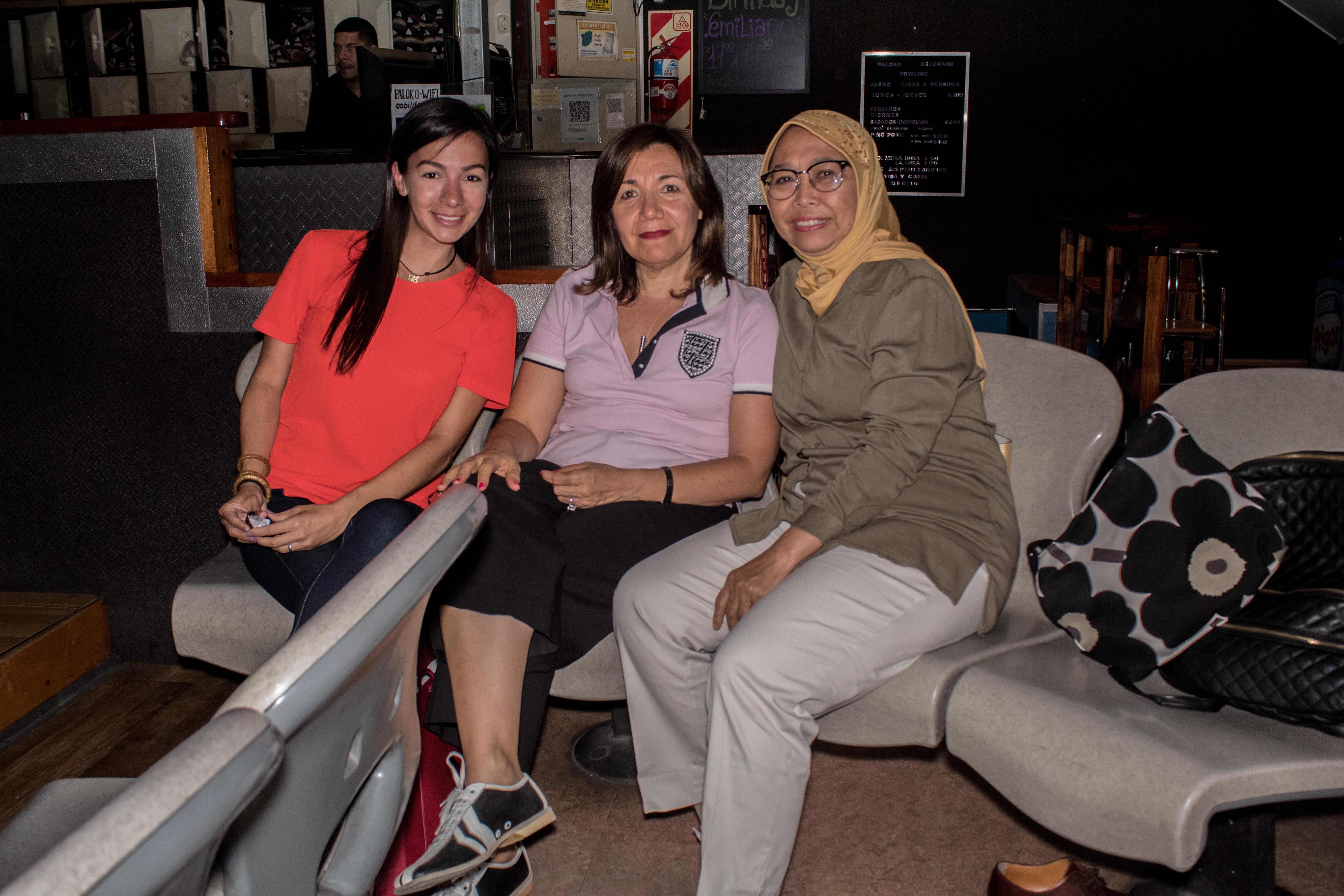 Chiqui Calzadilla junto a la ex embajadora argentina en Qatar y a la embajadora de Indonesia en nuestro país