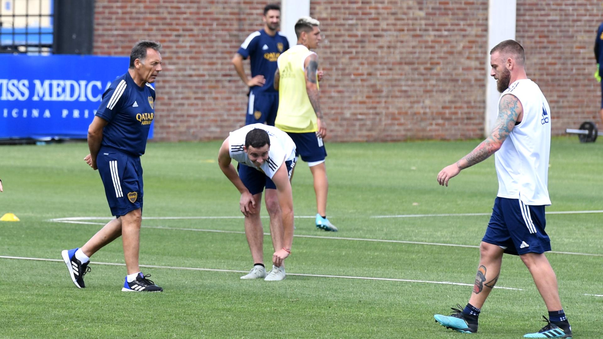 Luego de los estudios, saltaron al campo de juego para realizar trabajos físicos y movimientos con pelota