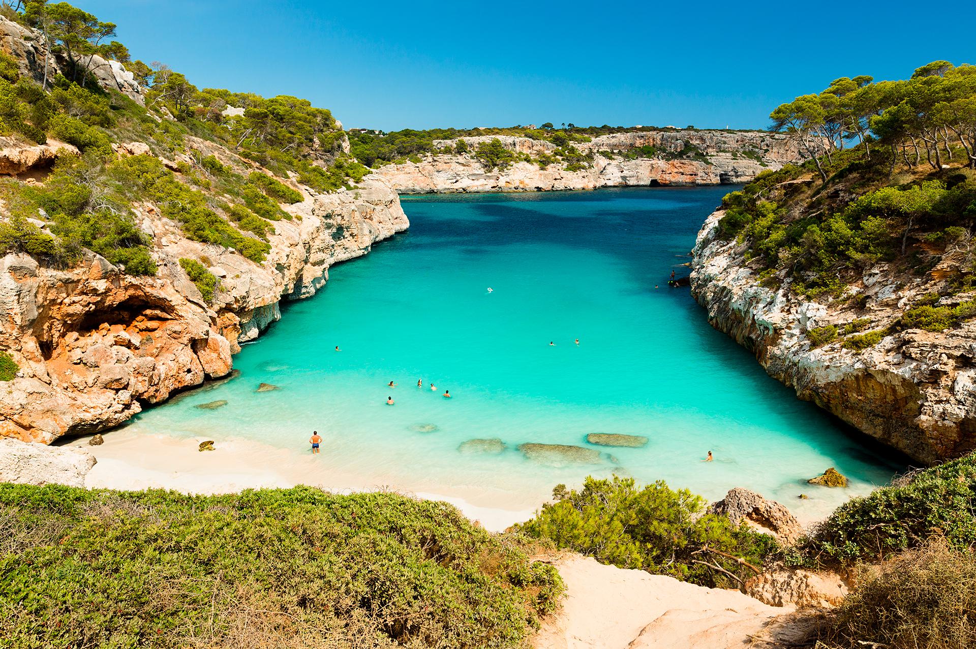 Se trata de una localidad y pedanía española perteneciente al municipio de Santañí, en la parte suroriental de Mallorca. A pesar de ser una de las urbanizaciones turísticas más antiguas de la isla, sigue conservando su esencia