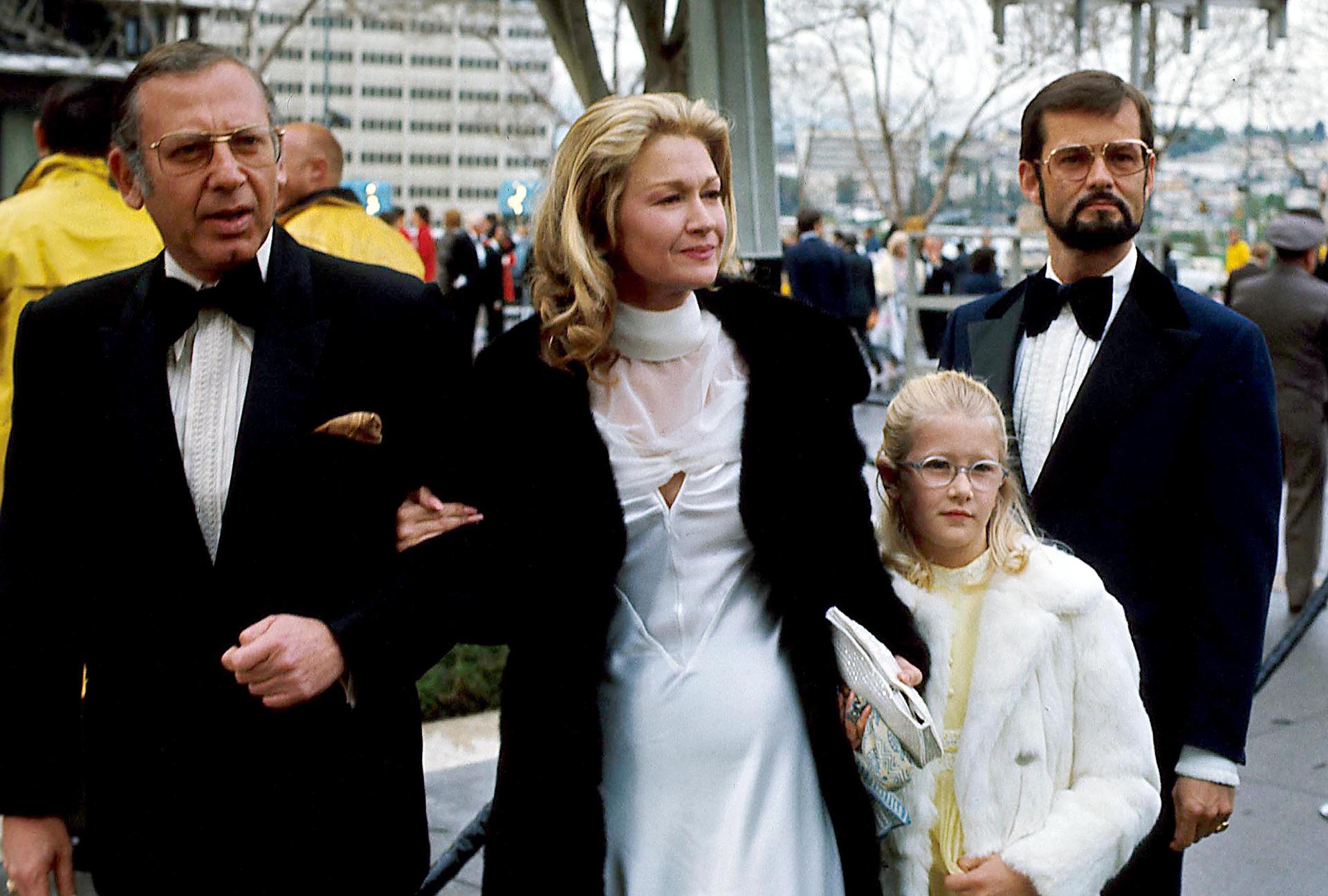 Laura Dern tenía 8 años en 1975 cuando hizo su primera aparición en los premios Oscar con su mamá, Diane Ladd