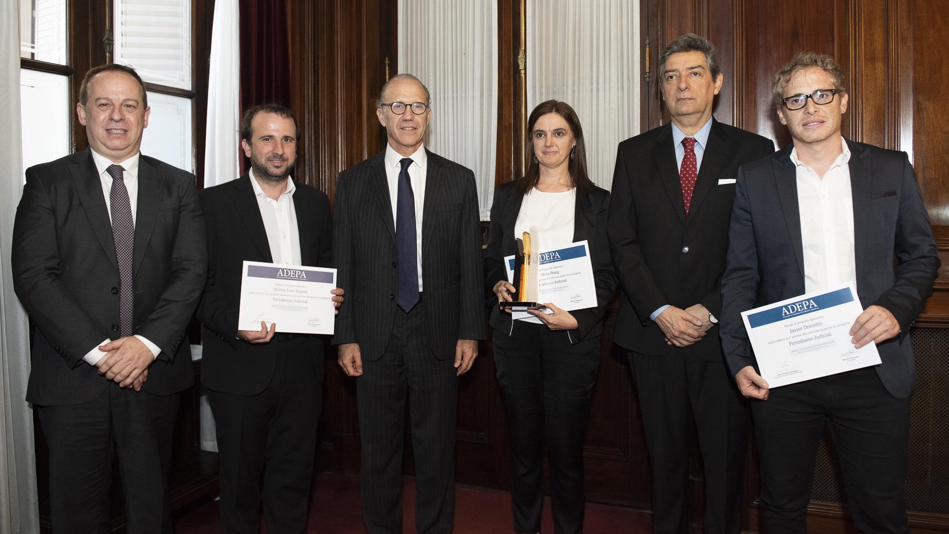 Martín Angulo de Infobae, Silvia Silvia Stang de La Nación y Javier Drovetto de Red/acción, cada uno con sus premios