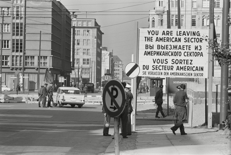 Puesto de control en Berlín occidental en octubre de 1961.