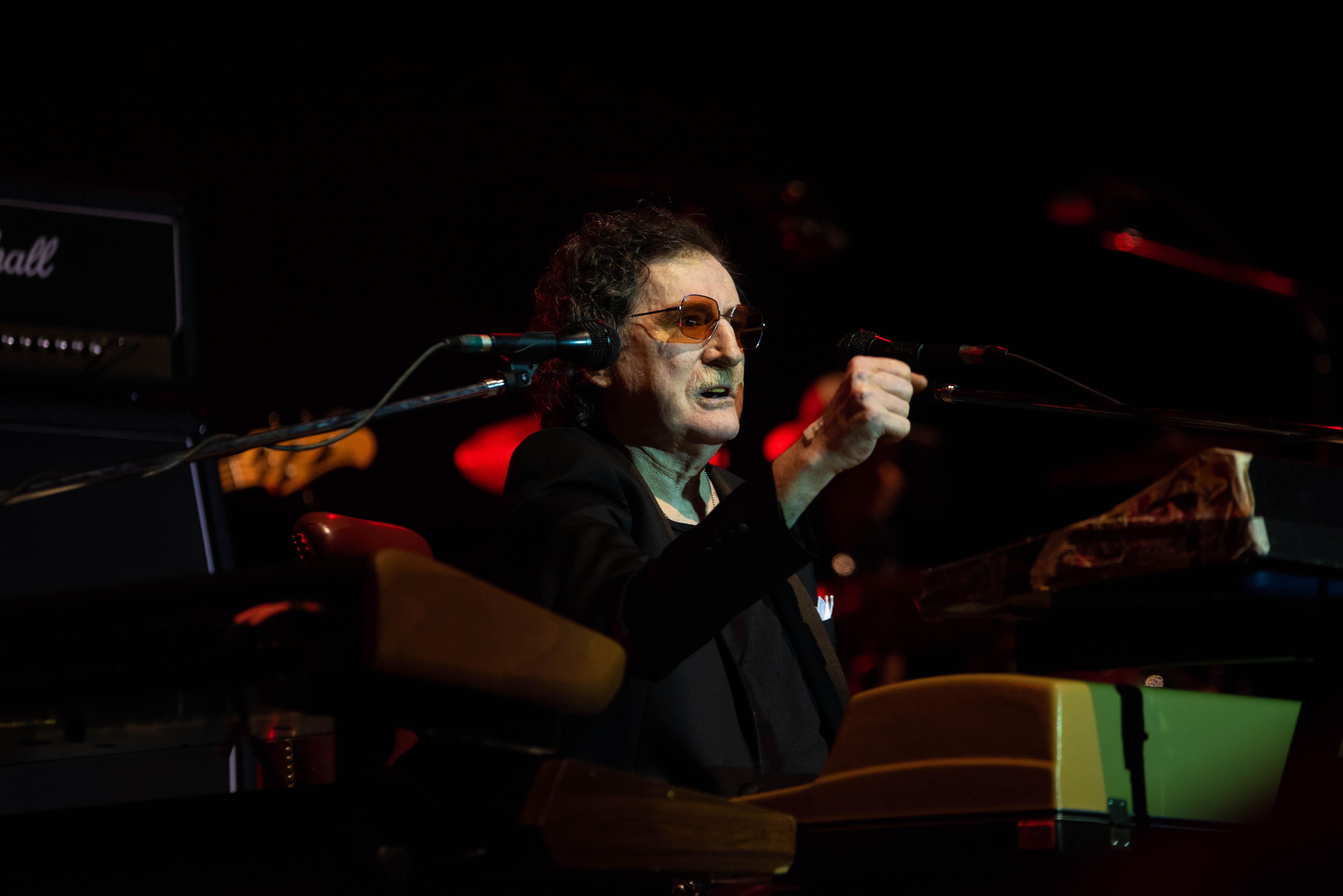 Durante el show,el artista repasó Random, su último disco, y toda su trayectoria con un repertorio cargado de clásicos