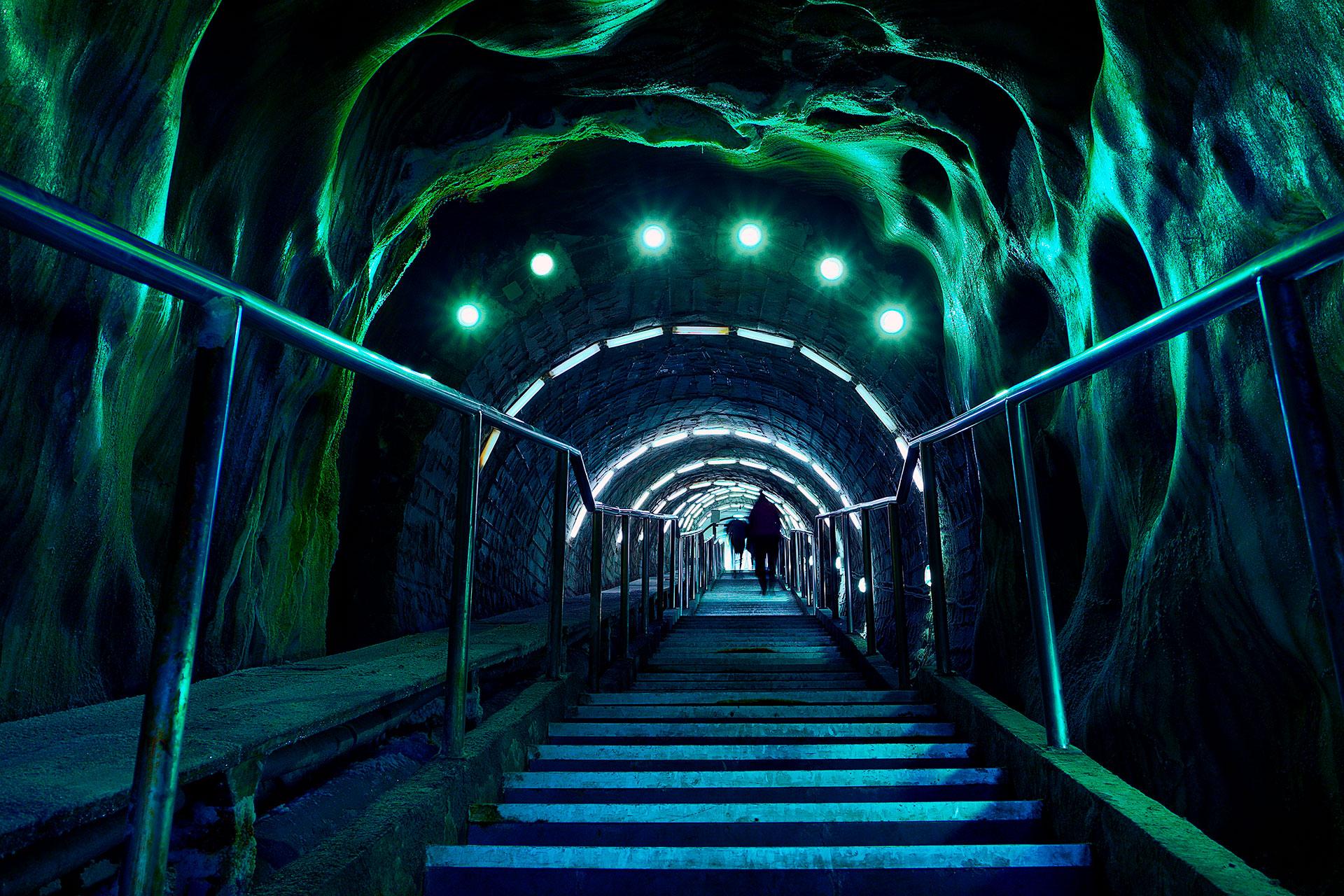 Cuenta con fascinantes túneles y pasadizos en los que los turistas pueden dimensionar la labor de los mineros