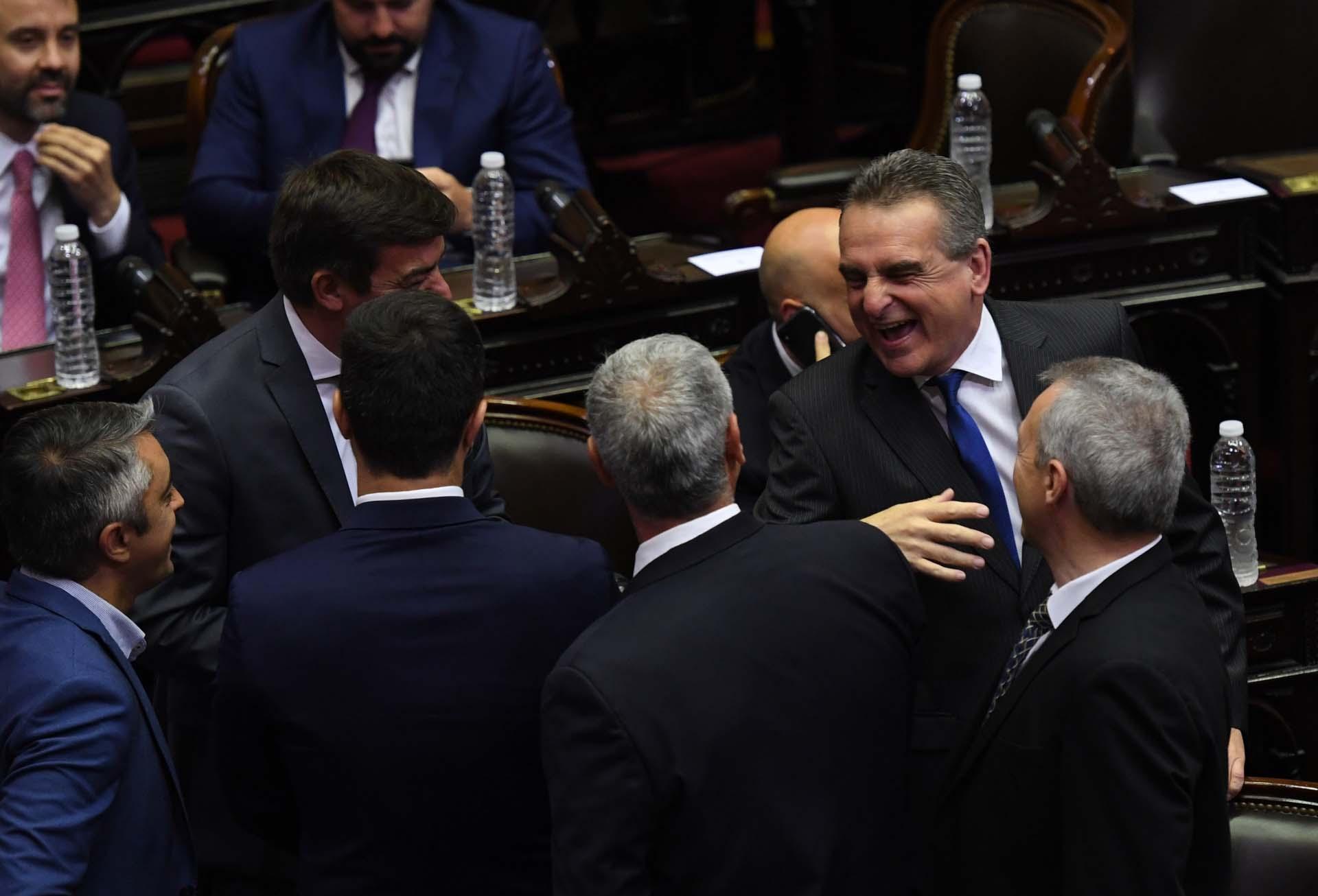 Risas entre diputados entrantes y salientes. Agustín Rossi dejó la presidencia del bloque K. Será ministro de Defensa de Alberto Fernández