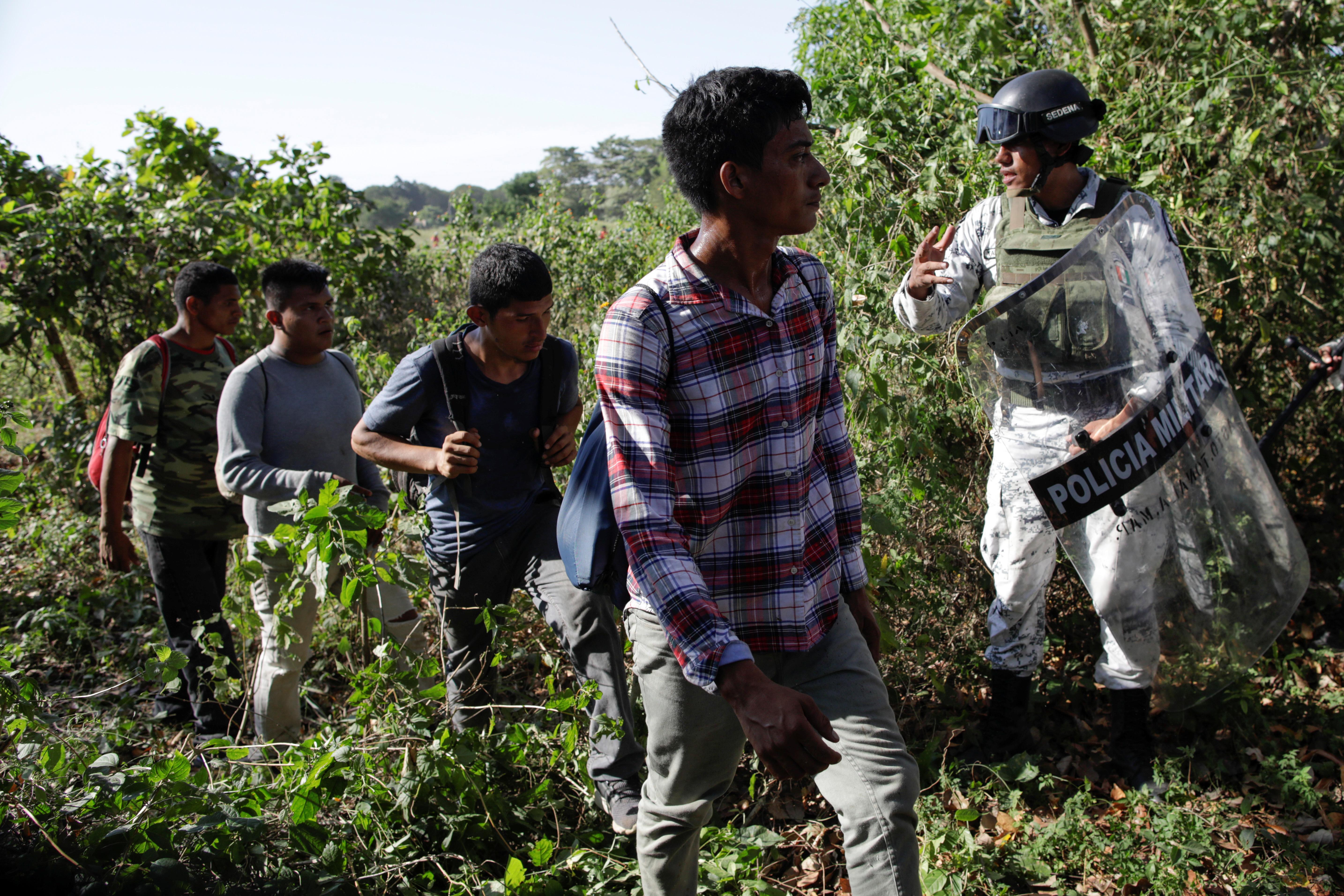 Aunque algunos migrantes intentaron huir a través de la selva al final fueron capturados por las autoridades mexicanas (Foto: Andrés Martínez Casares/Reuters)