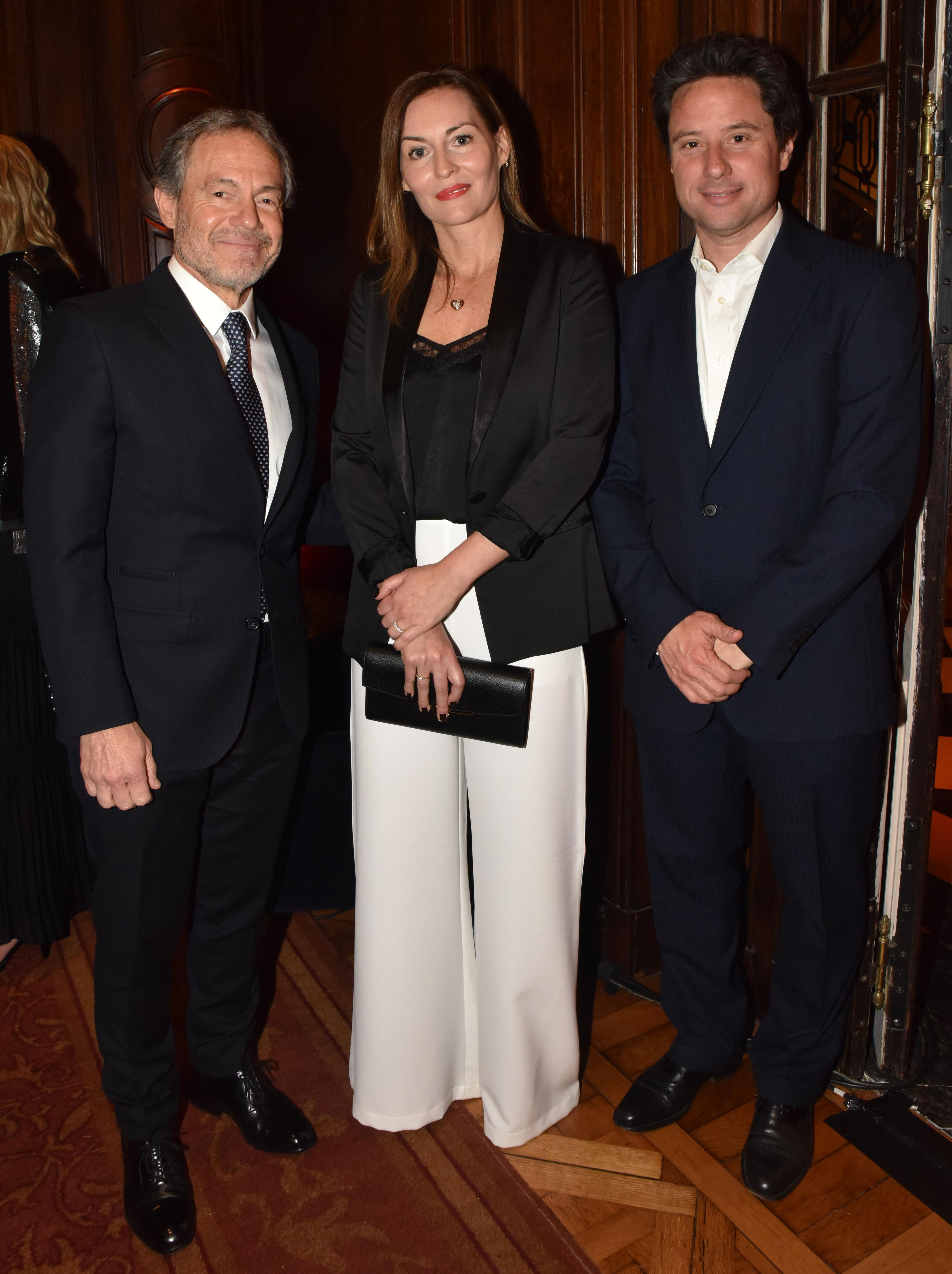 El ministro de Justicia de la provincia de Buenos Aires, Gustavo Ferrari, con su mujer y Gabriel Sánchez Zinny, director General de Cultura y Educación de la Provincia de Buenos Aires