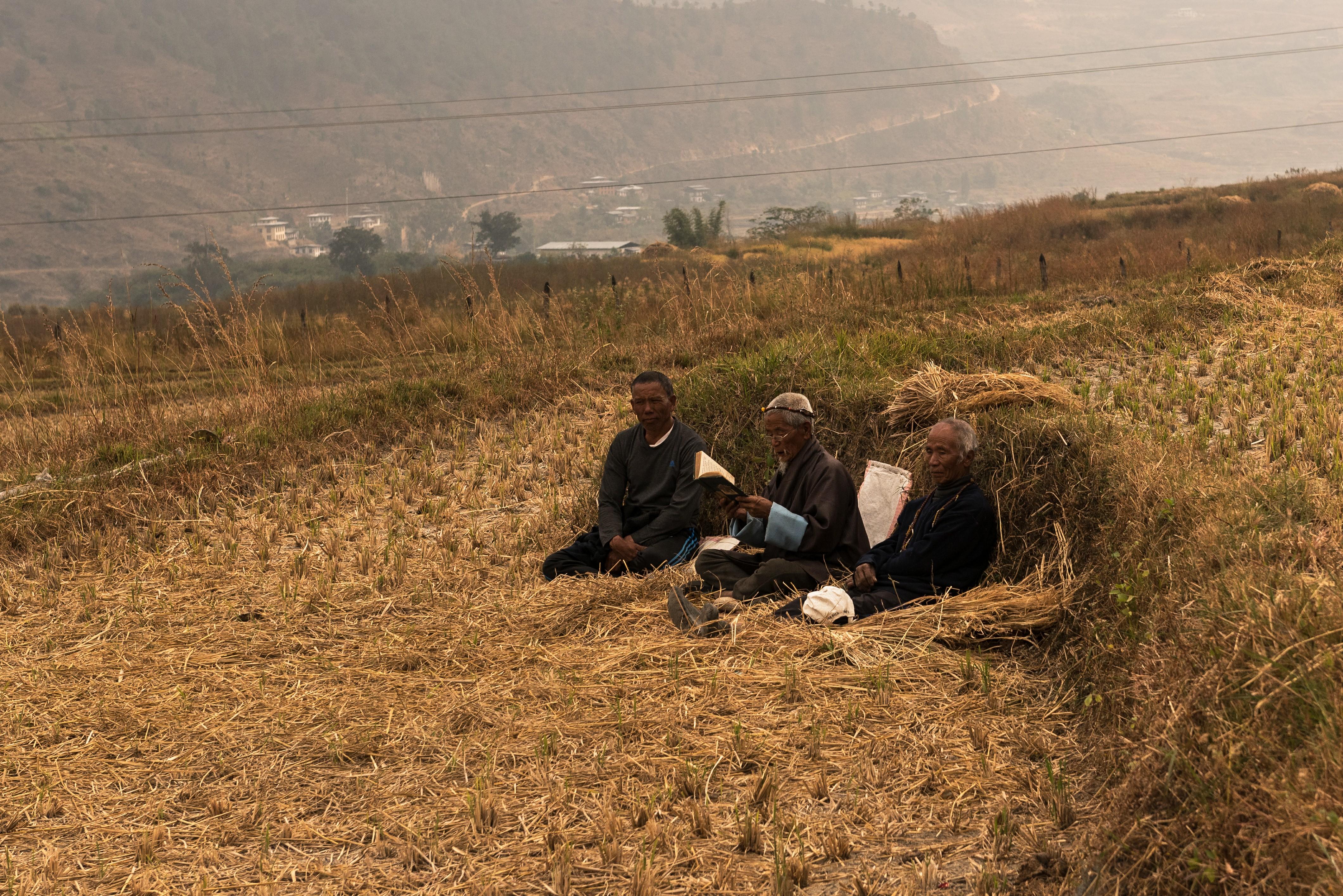 La oración forma parte de la vida cotidiana de los butaneses, y la practican tanto en grupo como en soledad