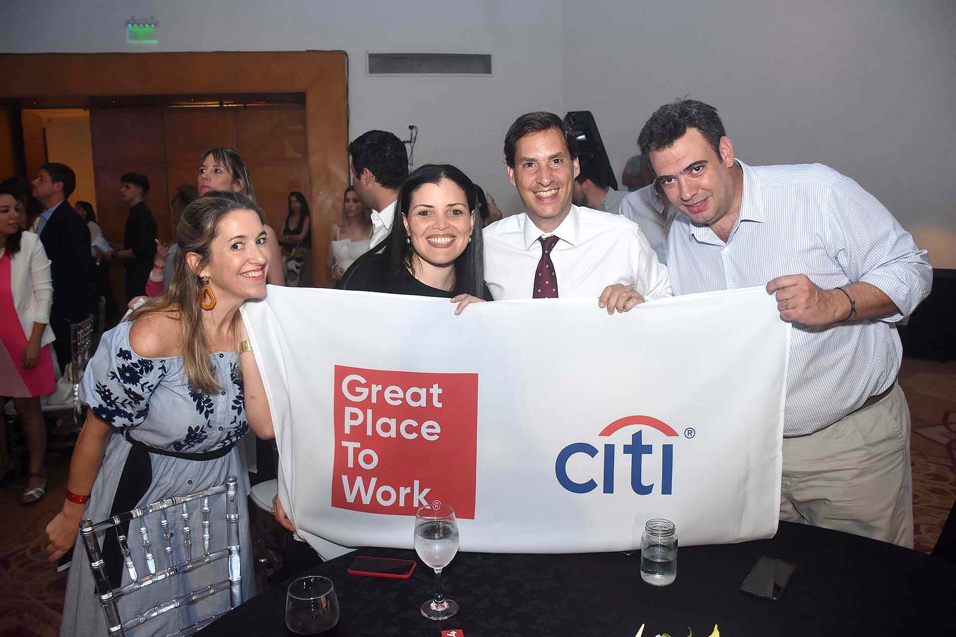 Los miembros de CITI festejando el reconocimiento de GPTW