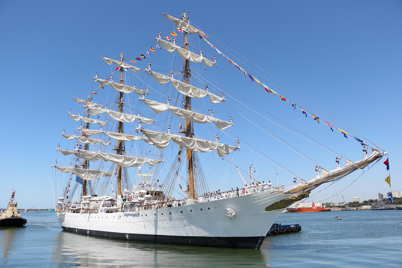 Durante su viaje de cinco meses, la embarcación amarró en 15 puertos de 10 países