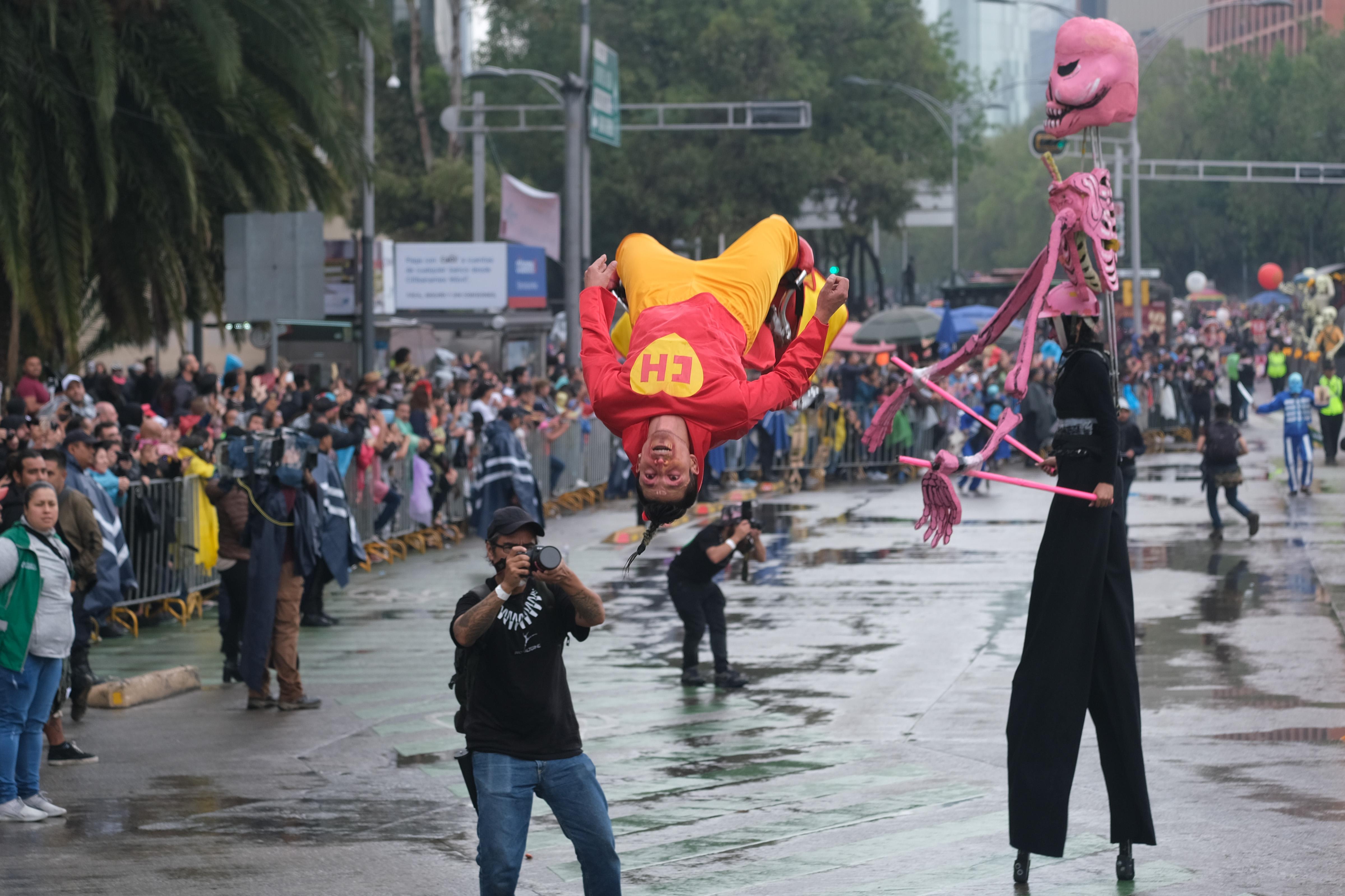 Bailarines también llegaron disfrazados de personajes de la cultura popular mexicana (Foto: Graciela López/Cuartoscuro)