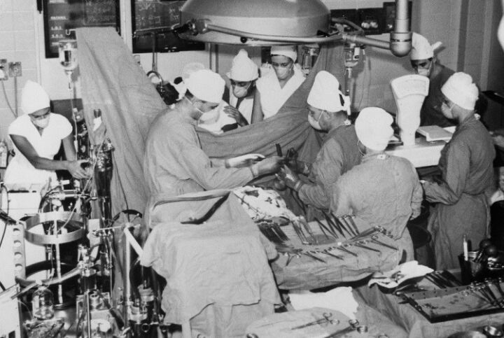 El Milagro De Ciudad Del Cabo La Historia Detrás Del Primer Trasplante De Corazón En El Mundo Infobae