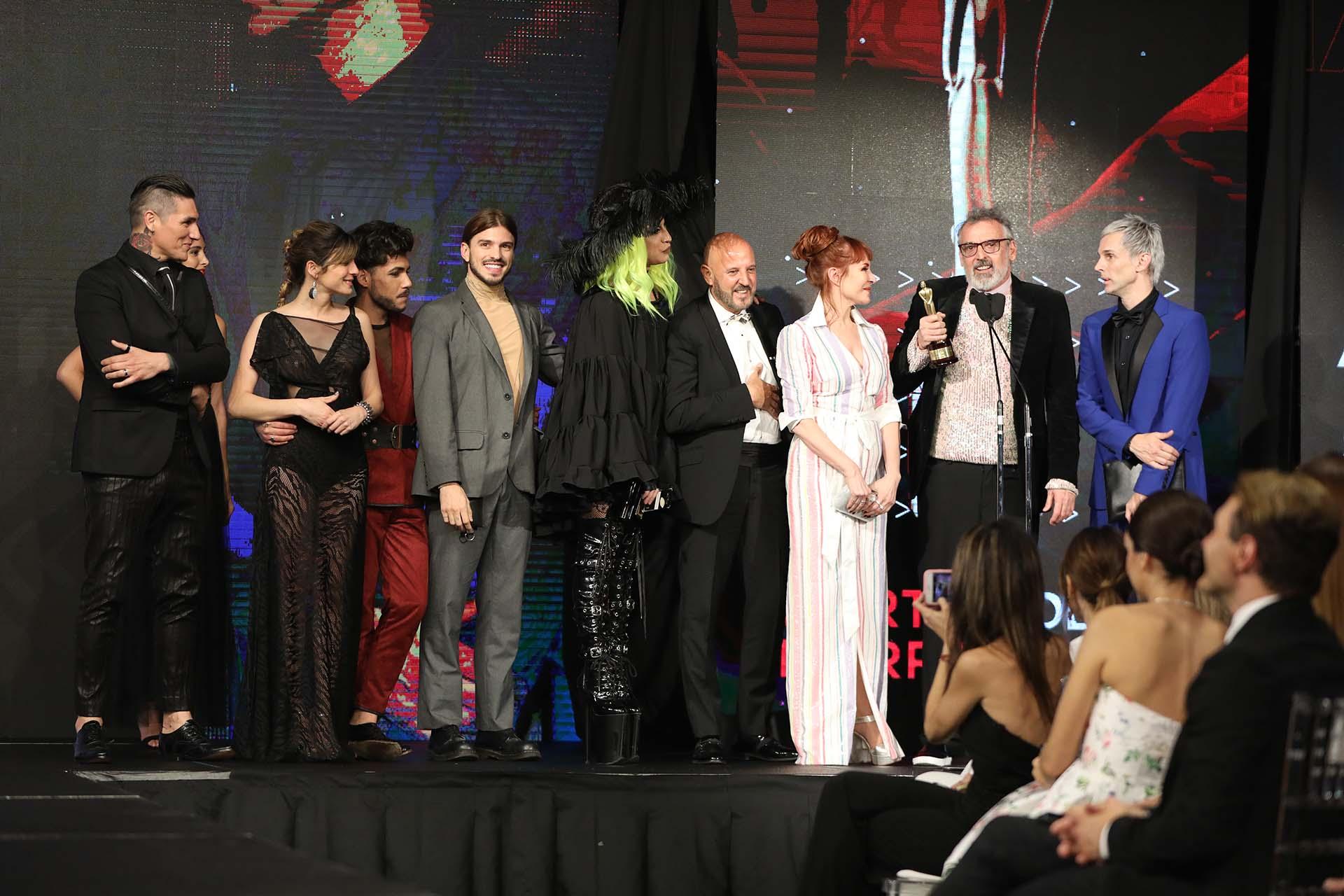 Los diseñadores de Corte y Confección sobre el escenario. destacaron que la moda argentina vuelva a tener protagonismo con estos premios