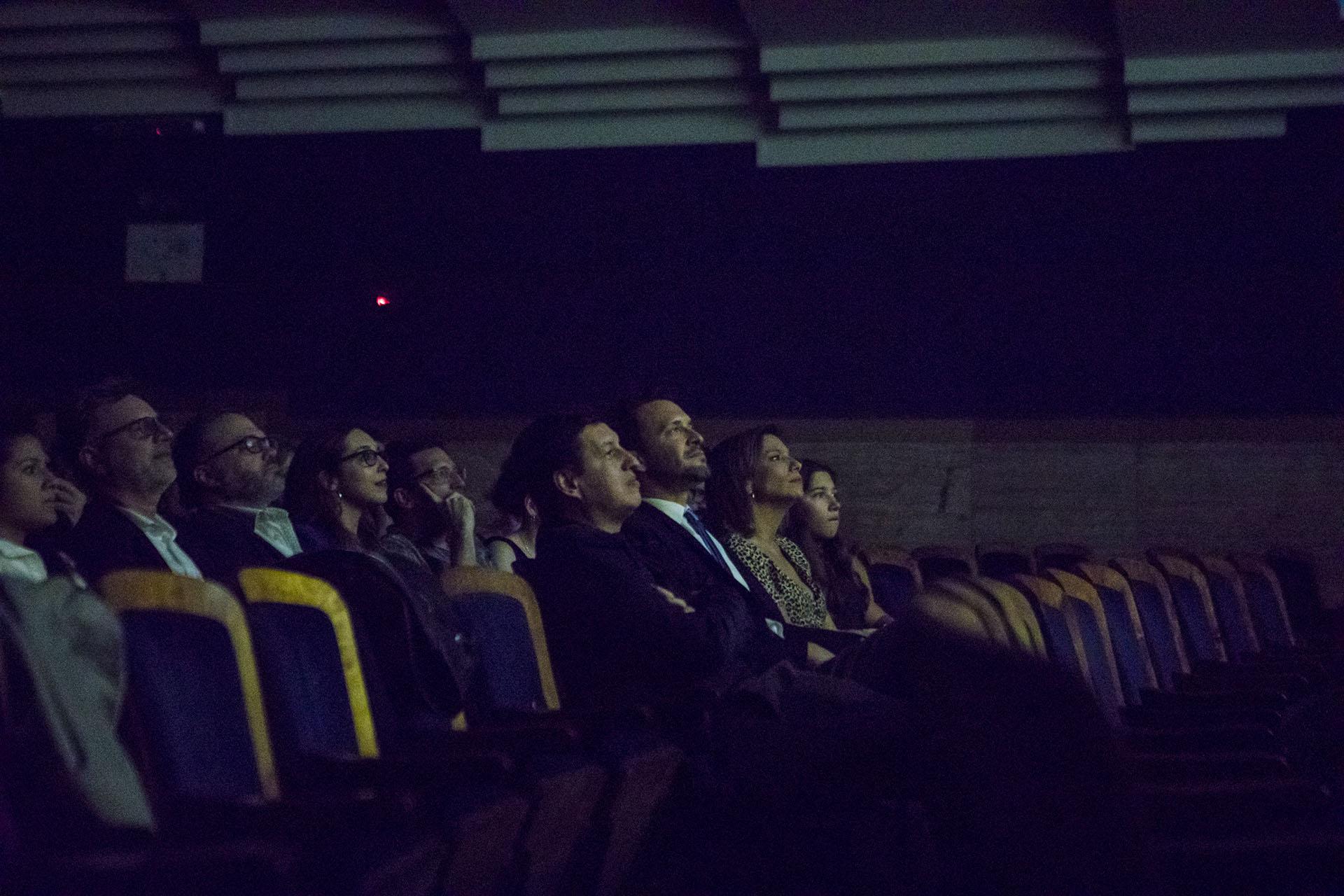 Bercovich junto a su familia, en primera fila