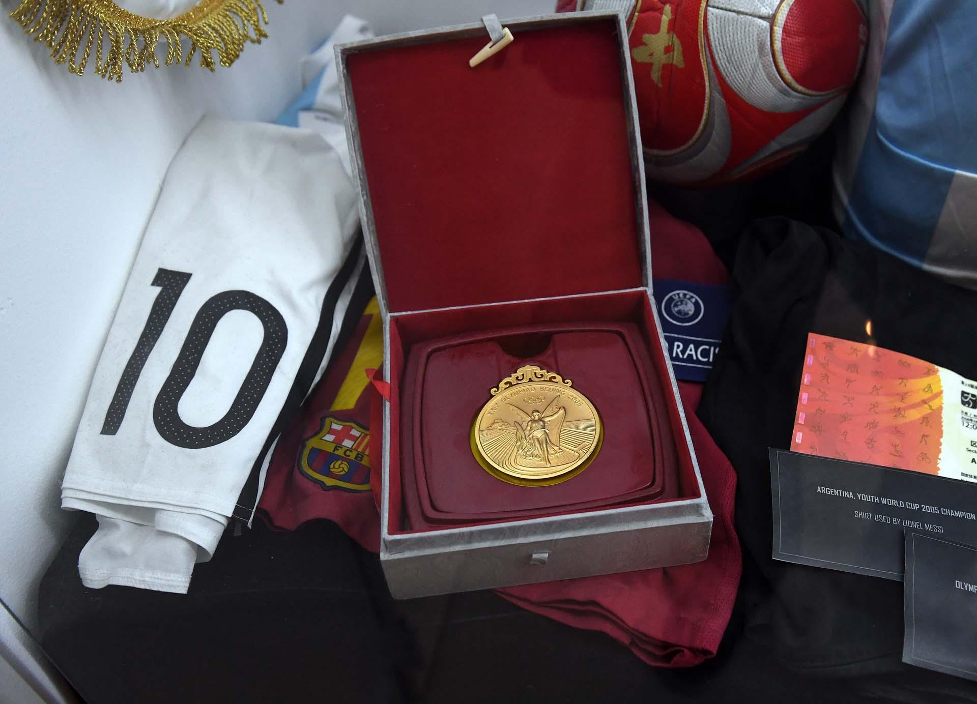La medalla dorada conseguida por la selección argentina de fútbol masculino en los Juegos Olímpicos de Beijing 2008 (Nicolás Stulberg)