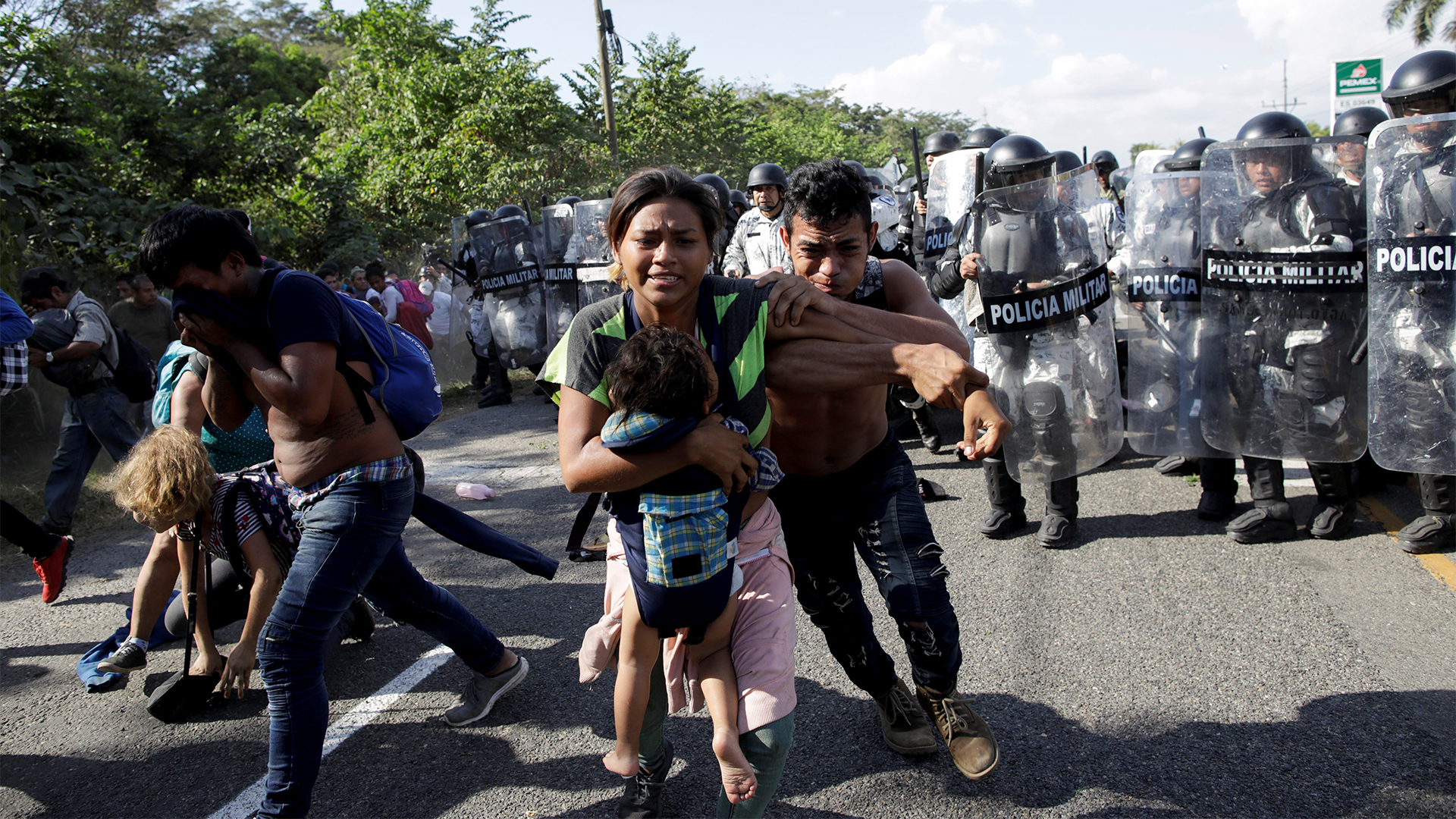 Con equipo antimotines los integrantes de la caravana migrantes fueron dispersados por la Guardia Nacional (Foto: Andrés Martínez Casares/Reuters)