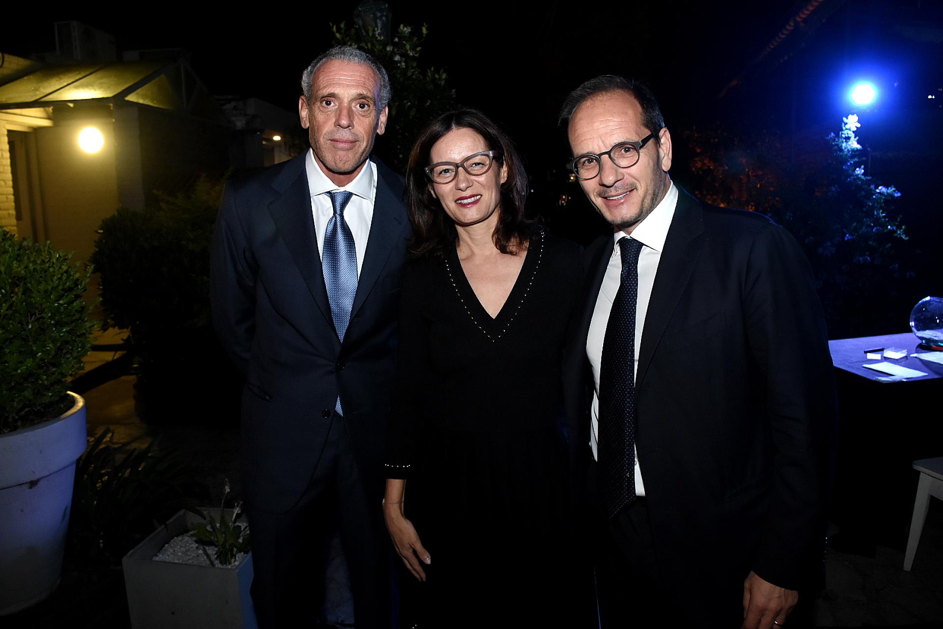 El presidente de la Cámara de Comercio Italiana Argentina, Giorgio Alliata di Montereale, junto al embajador de Italia en la Argentina, Giuseppe Manzo, y su mujer Alma