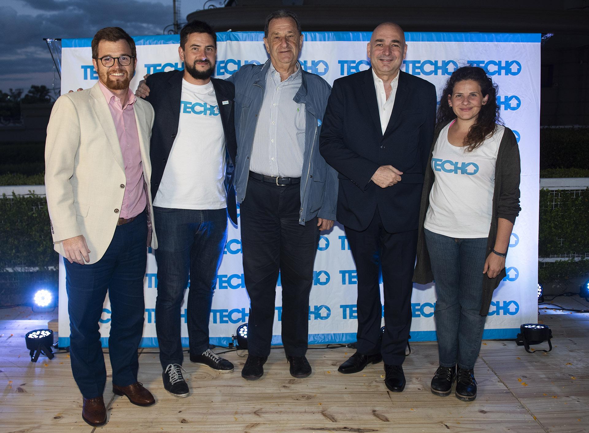 Nicolás Massot y Virgilio Gregorini junto al economista Bernardo Kosacoff; el ex director de la Dirección Nacional Electoral, Alejandro Tullio; y Gabriela Arrastúa