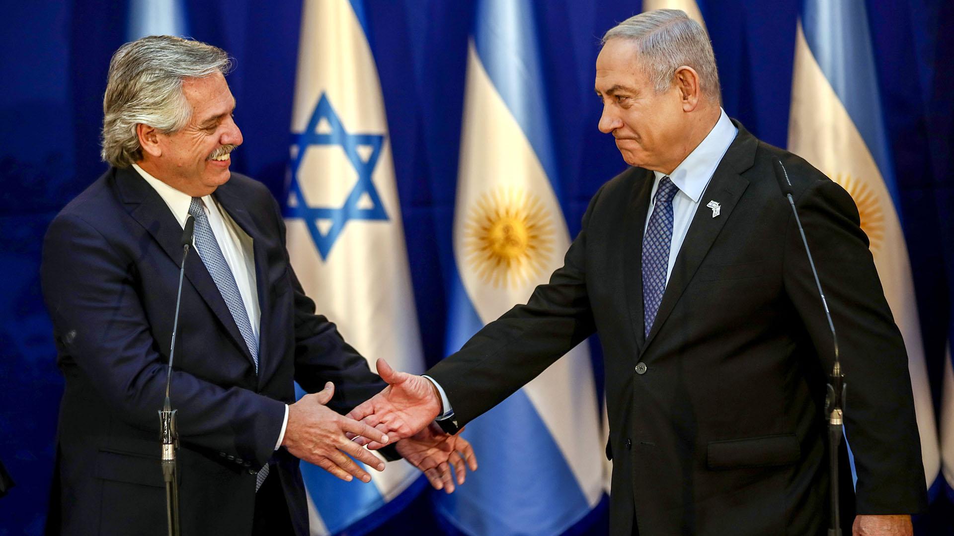 24 de enero de 2020, homenaje en Jerusalen al Holocausto. Alberto Fernández con el premier israelí, Benjamin Netanyahu, momento sorprendente de la política exterior del Presidente, que le abrió la puerta a reuniones con los principales líderes europeos.
