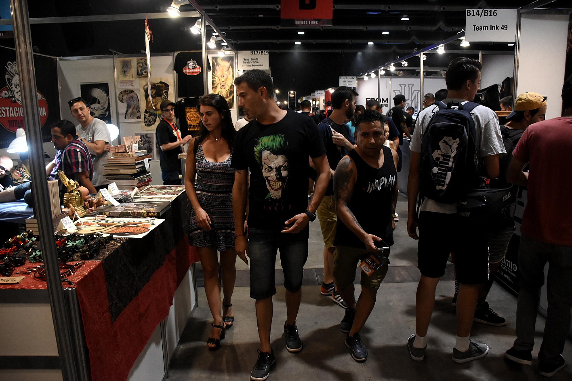 Hay más de 300 stands de tatuajes con venta de insumos, indumentaria y todo lo relacionado a la industria del tattoo