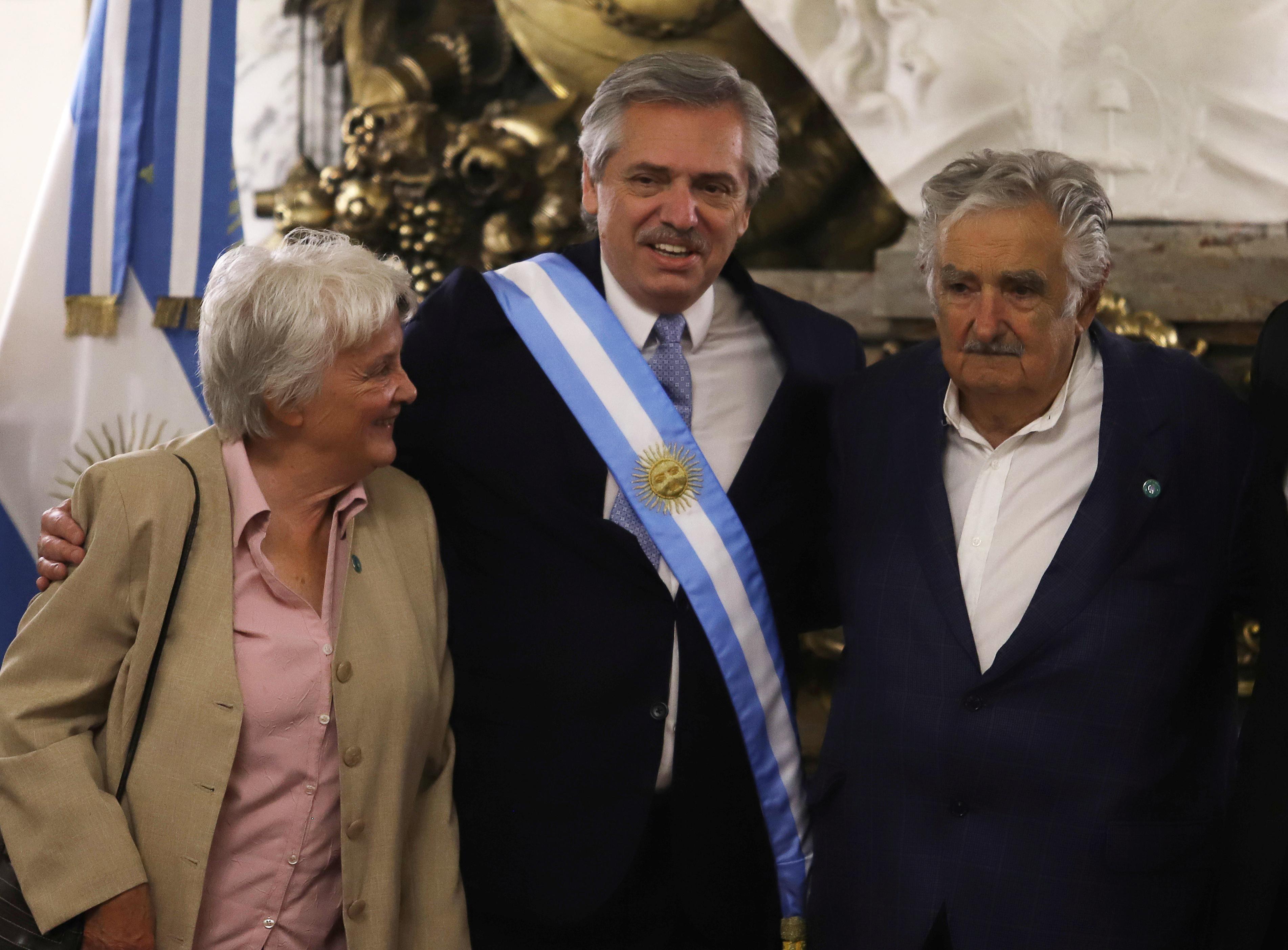 El presidente Alberto Fernández junto al ex mandatario de Uruguay José Pepe Mujica