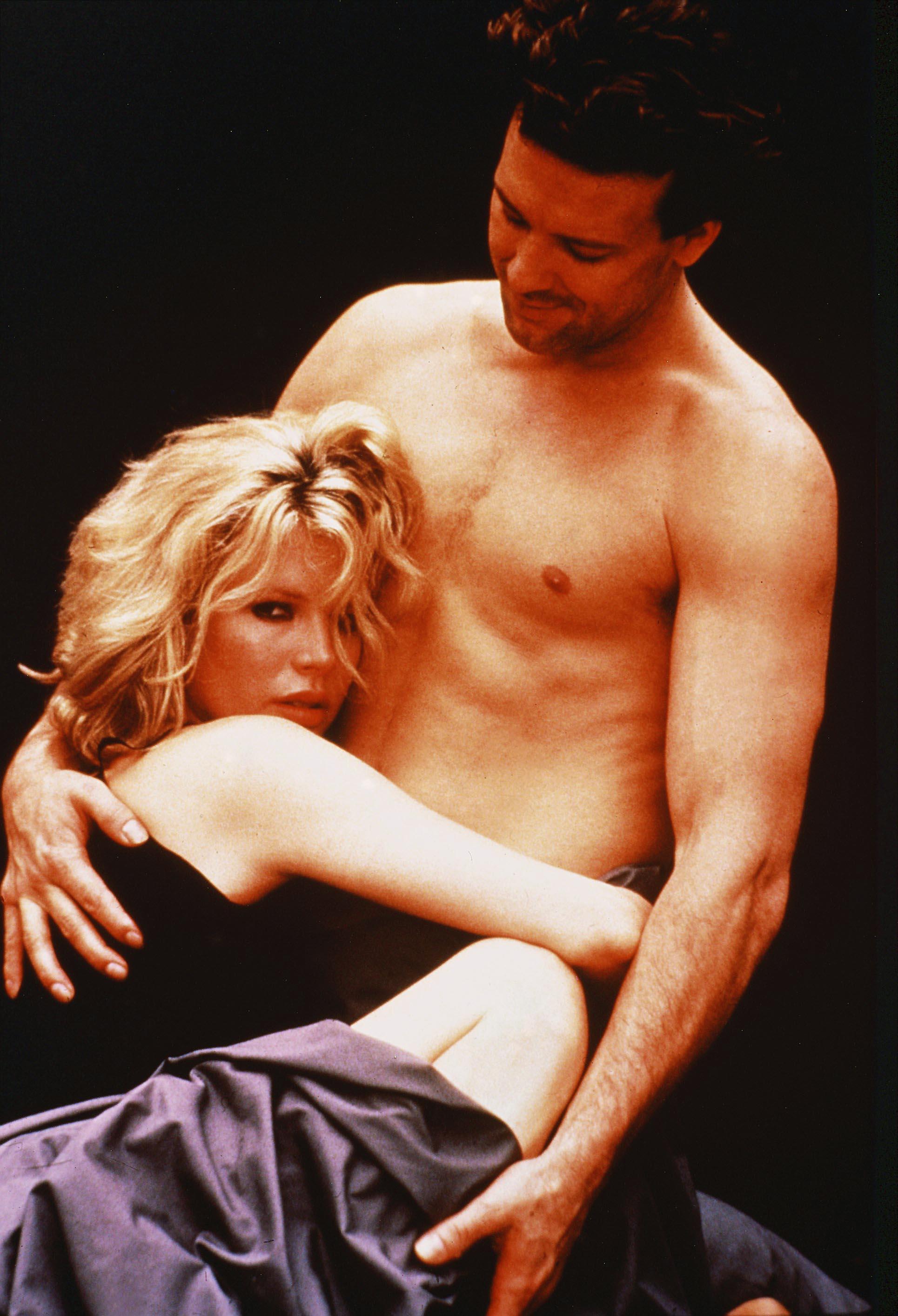 """La historia real de sexo y perversión durante la filmación de """"Nueve semanas y media"""", el éxito que perturbó para siempre a Kim Basinger - Infobae"""