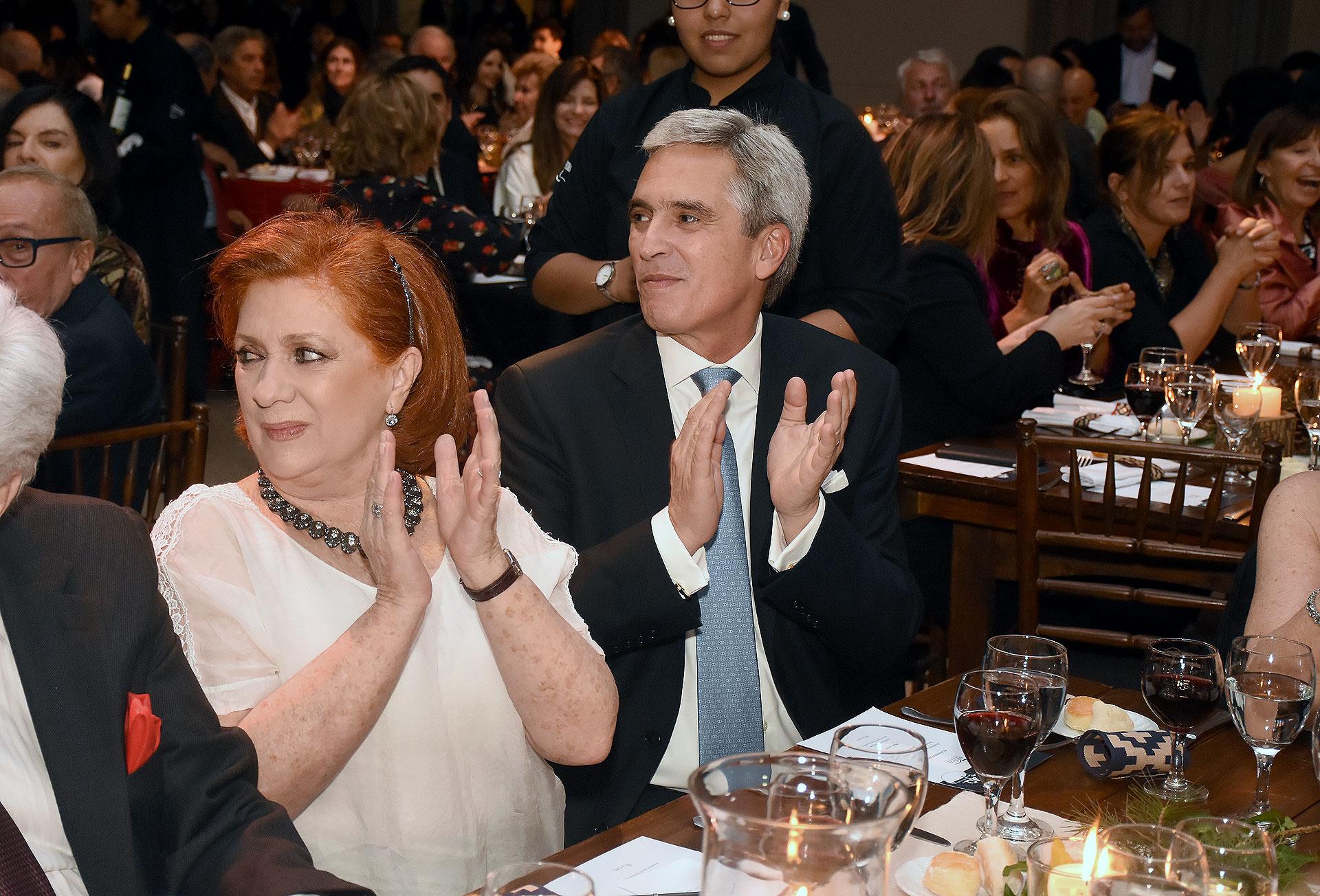 La presidente de ALPI, Teresa González Fernández, junto al embajador de Perú en la Argentina, Peter Camino Cannock