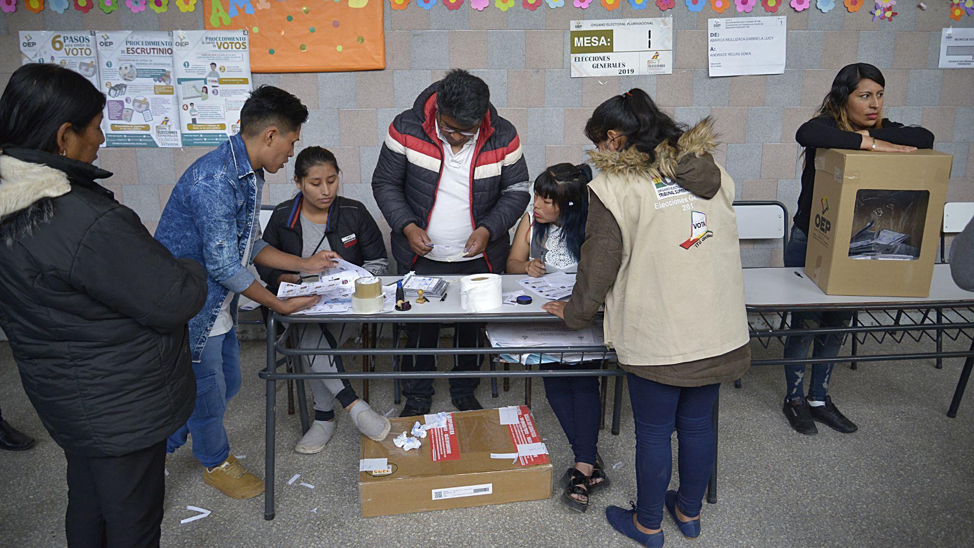 Este domingo 20 de octubre se celebraron las elecciones presidenciales en el Estado Plurinacional de Bolivia, donde Evo Morales busca ser reeligido para su cuarto mandato.