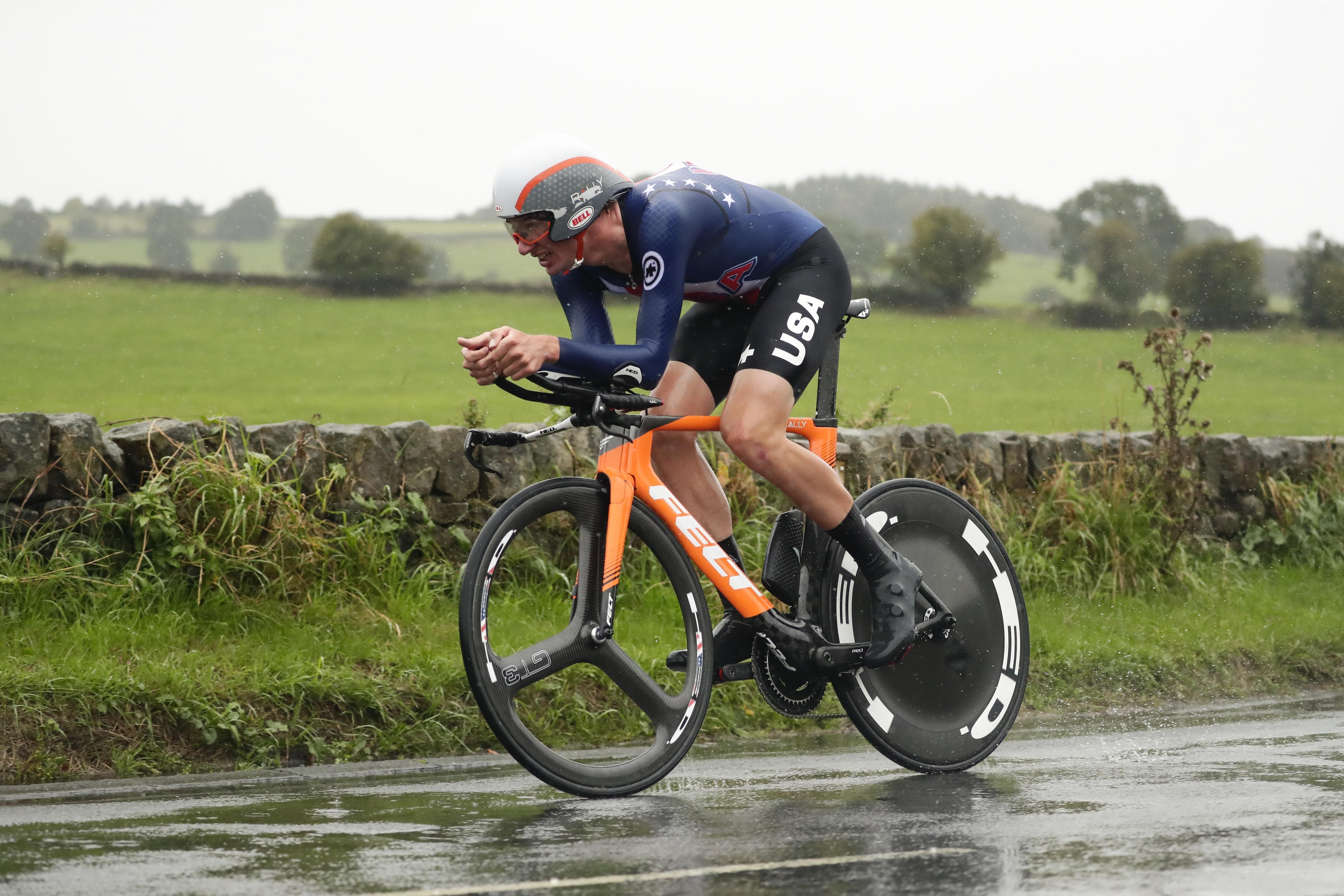 En una prueba que tuvo finalmente 261 km de recorrido, recortado por las duras condiciones climáticas en el nordeste de Inglaterra, el desenlace se decidió a poco más de 30 km para la meta, cuando se formó un quinteto de fugados que se disputarían la victoria