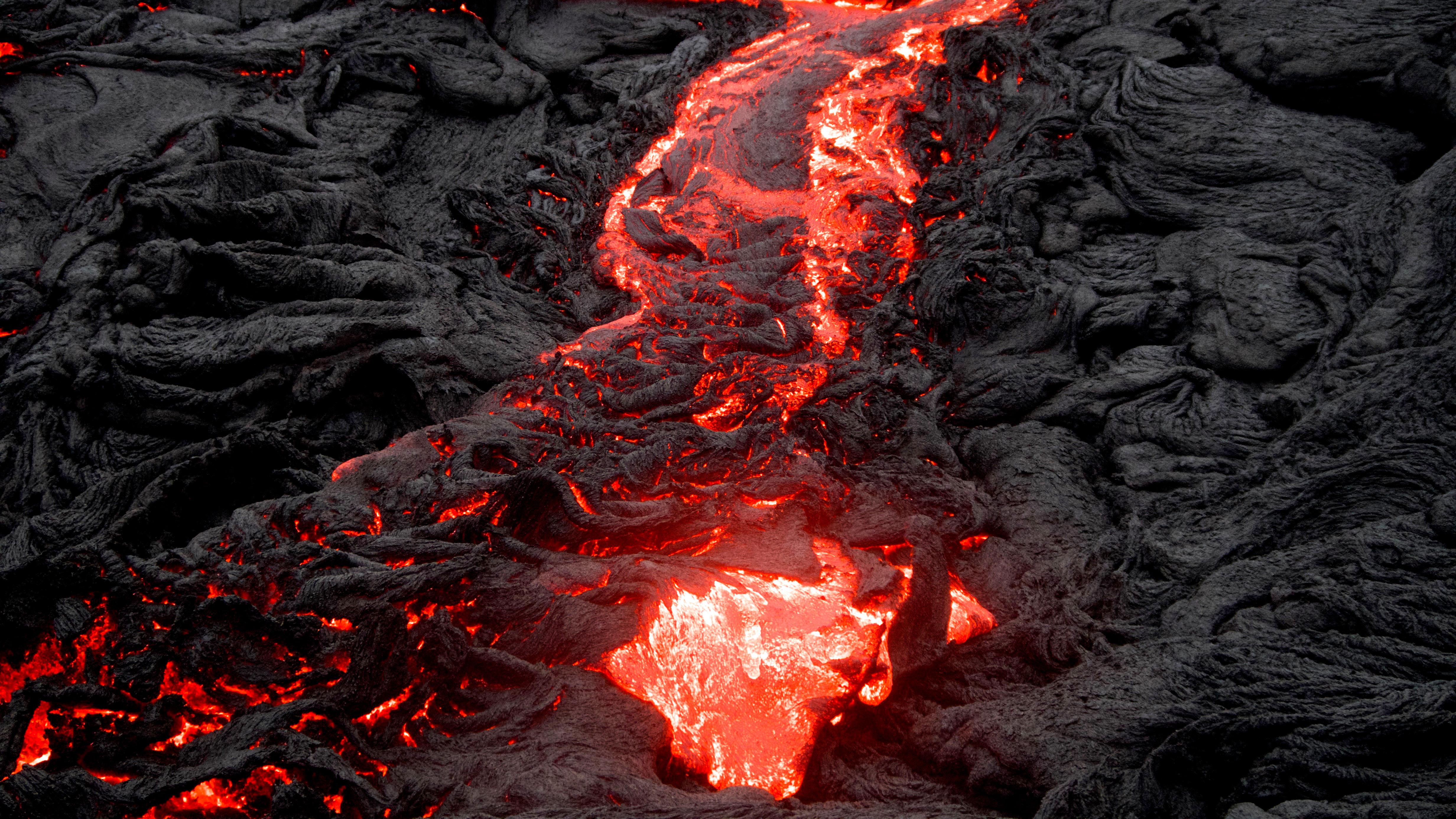 Kīlauea es un volcán en escudo hiperactivo en Hawái, y el más activo de los cinco volcanes que conforman la isla de Hawái; es también uno de los volcanes más activos de la Tierra