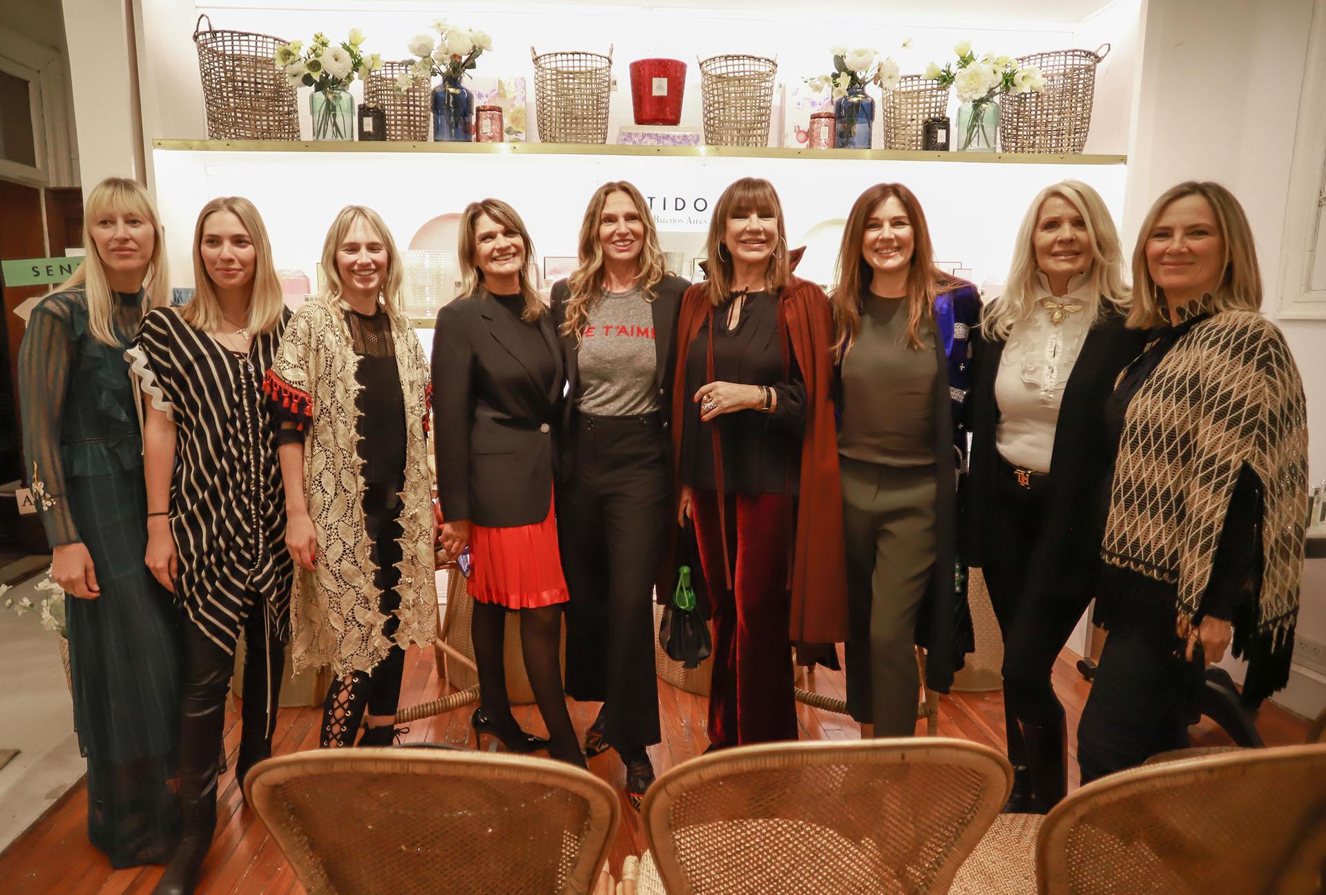 Teresa Calandra, Ginette Reynal, Mora Furtado y Evelyn Scheidl acompañaron a su amiga, Andrea Frigerio