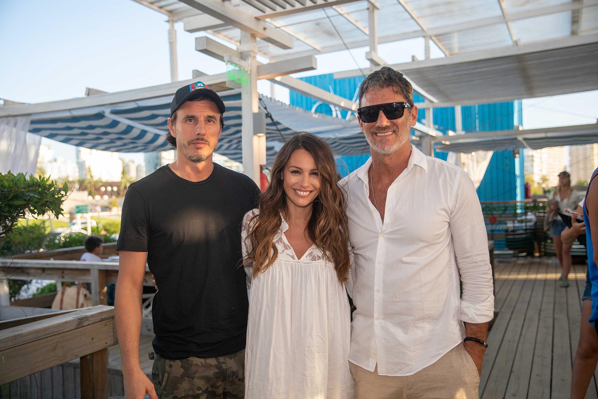 Luego de la producción fotográfica, Pampita y Moritán disfrutaron de las instalaciones de Ovo Beach junto a Leo Mateu (Fotos: Ovo Beach)